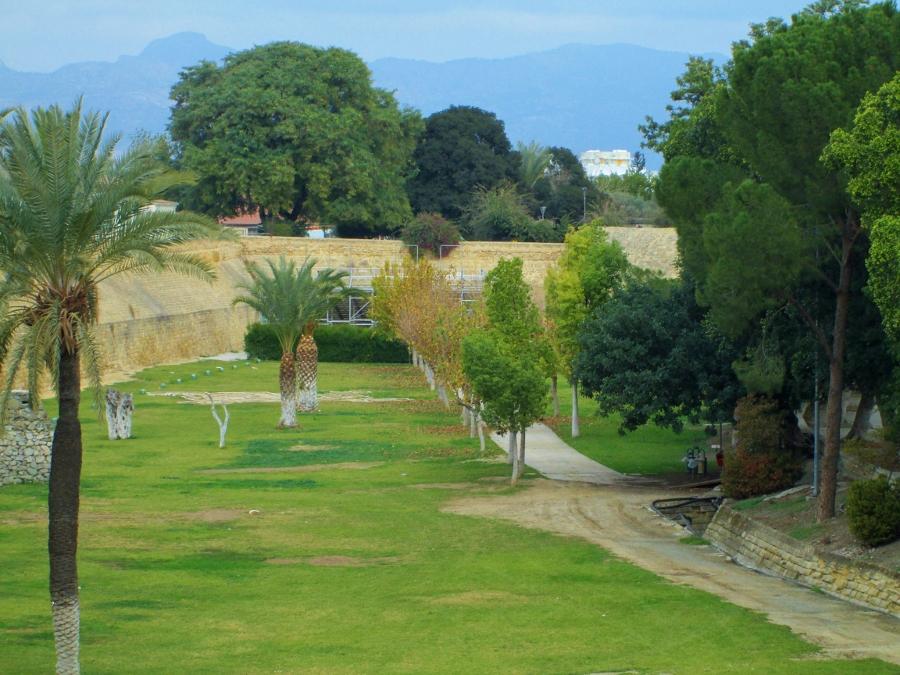 File:Nicosia Venetian Walls and park gardens palm trees Nicosia ...