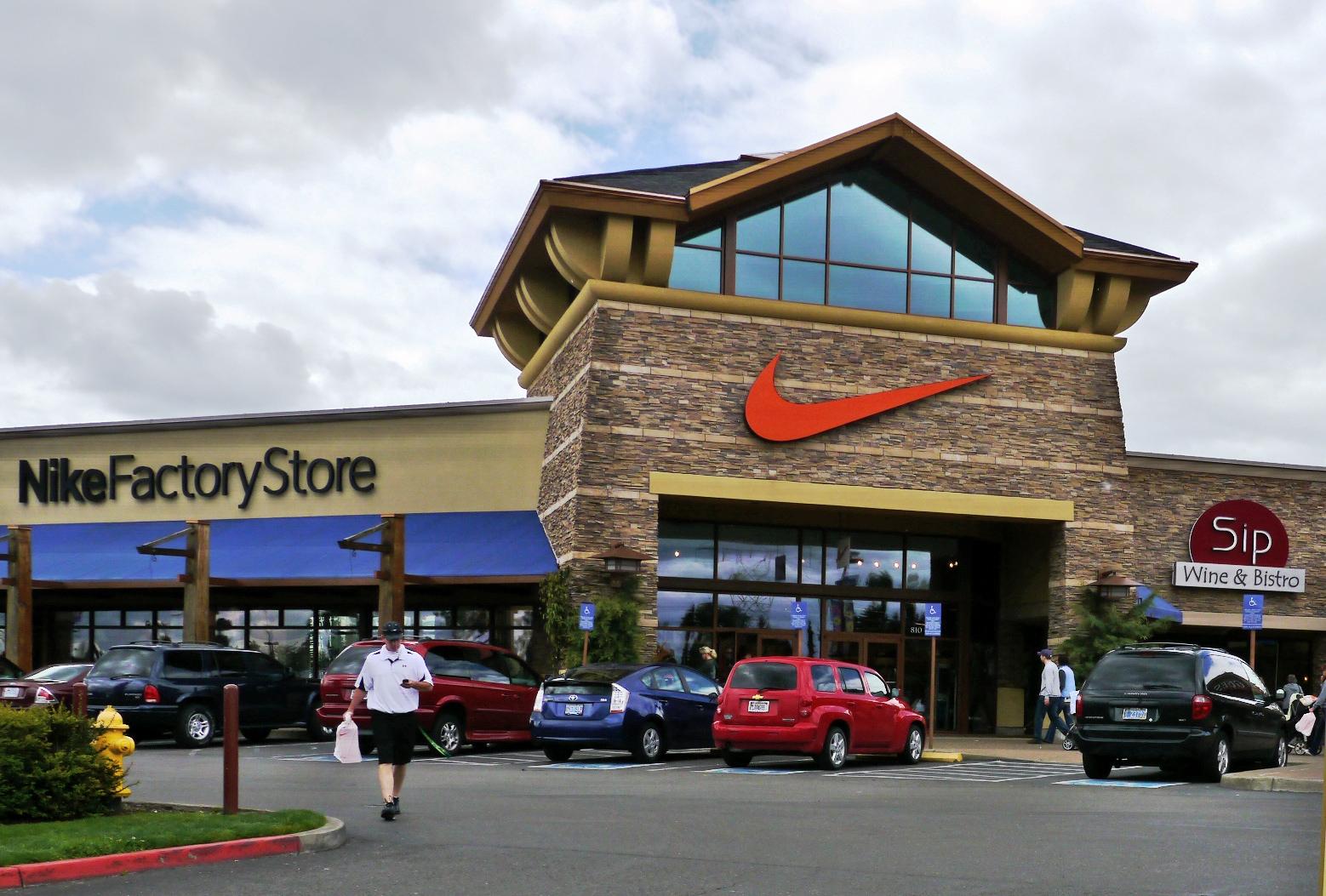 5496cbb83 File Nike Factory Store in Woodburn