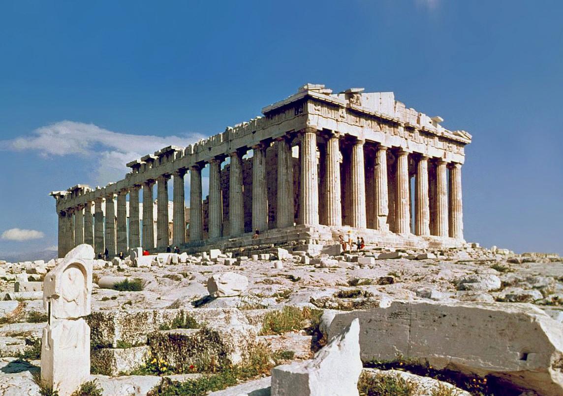 https://upload.wikimedia.org/wikipedia/commons/c/c1/O_Partenon_de_Atenas_adj.JPG