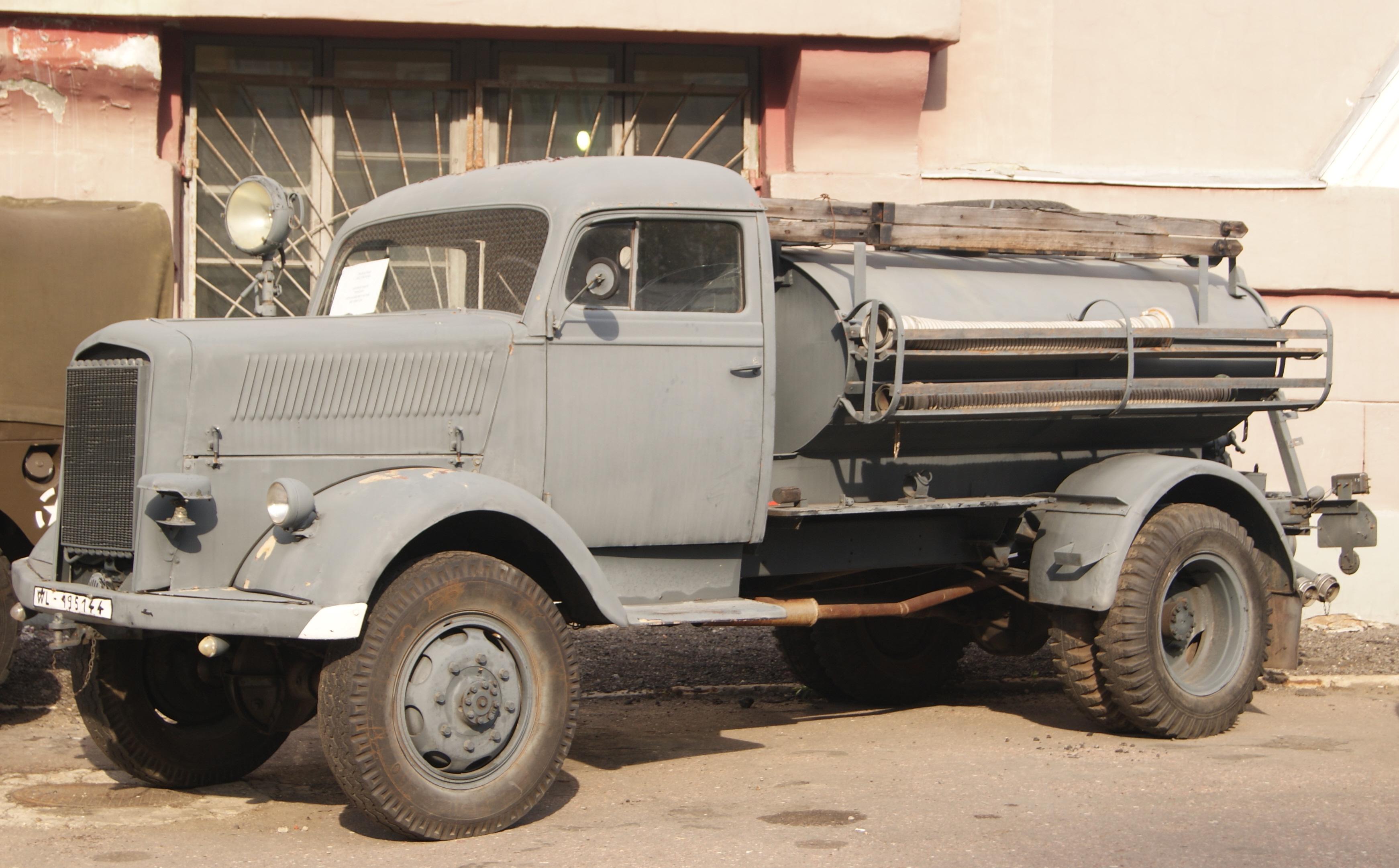 [Pilt: Opel_Blitz%2C_Museum_of_Retro_Cars.jpg]