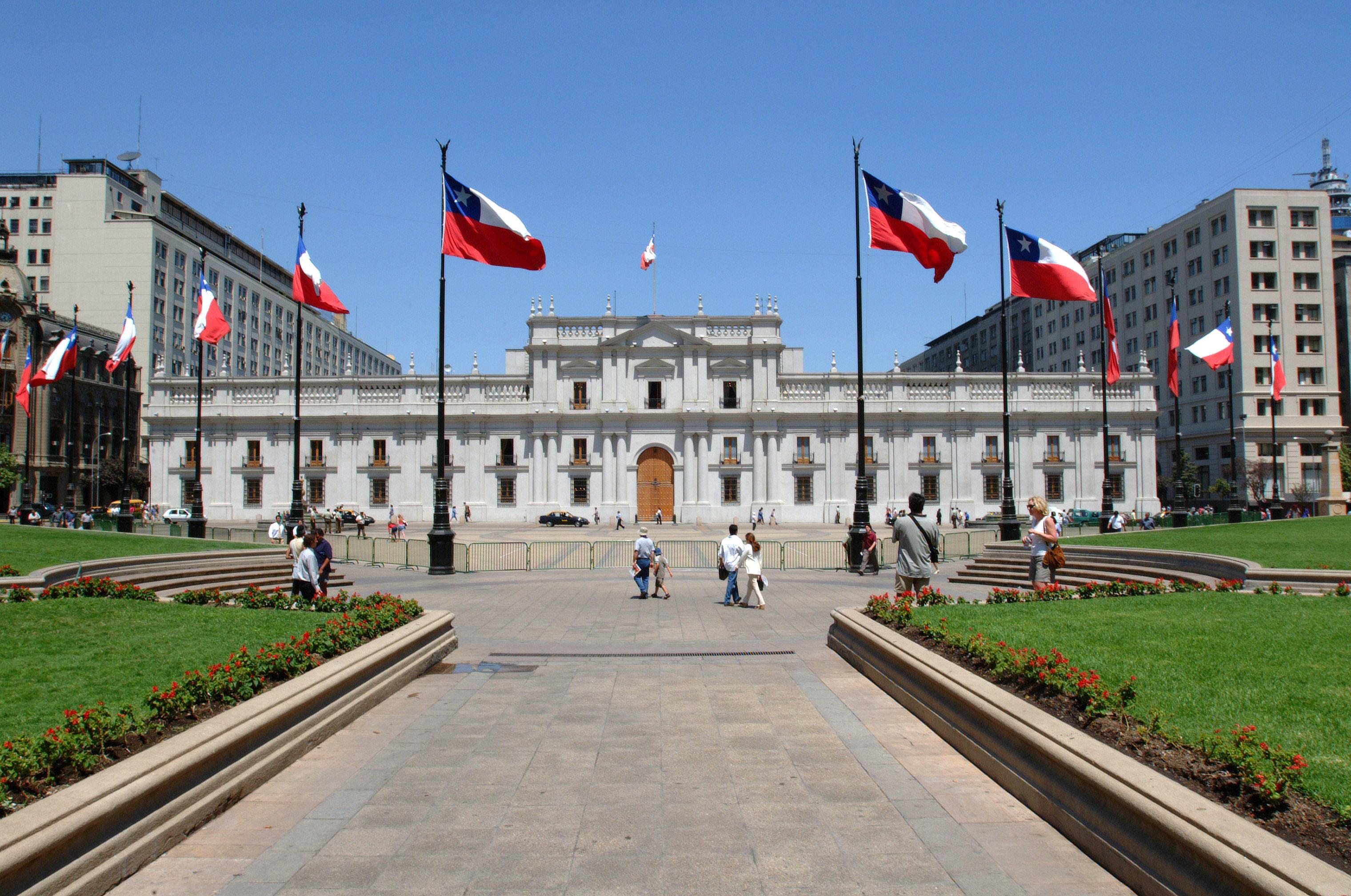 Ficheiro:Palacio de la Moneda desde Plaza de la Constitución.jpg ...