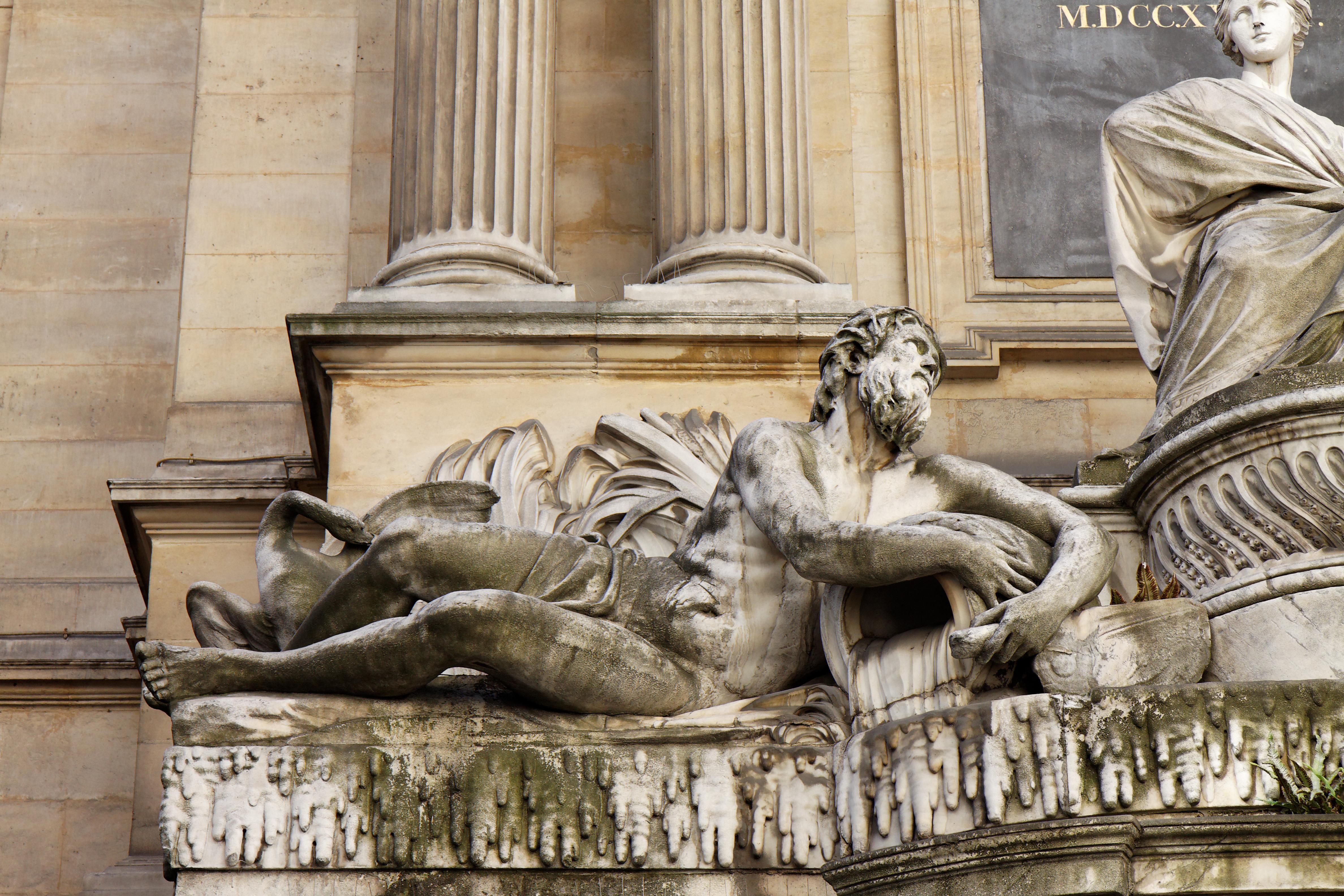 https://upload.wikimedia.org/wikipedia/commons/c/c1/Paris_-_Fontaine_des_Quatre-Saisons_-_59_rue_de_Grenelle_-_005.jpg