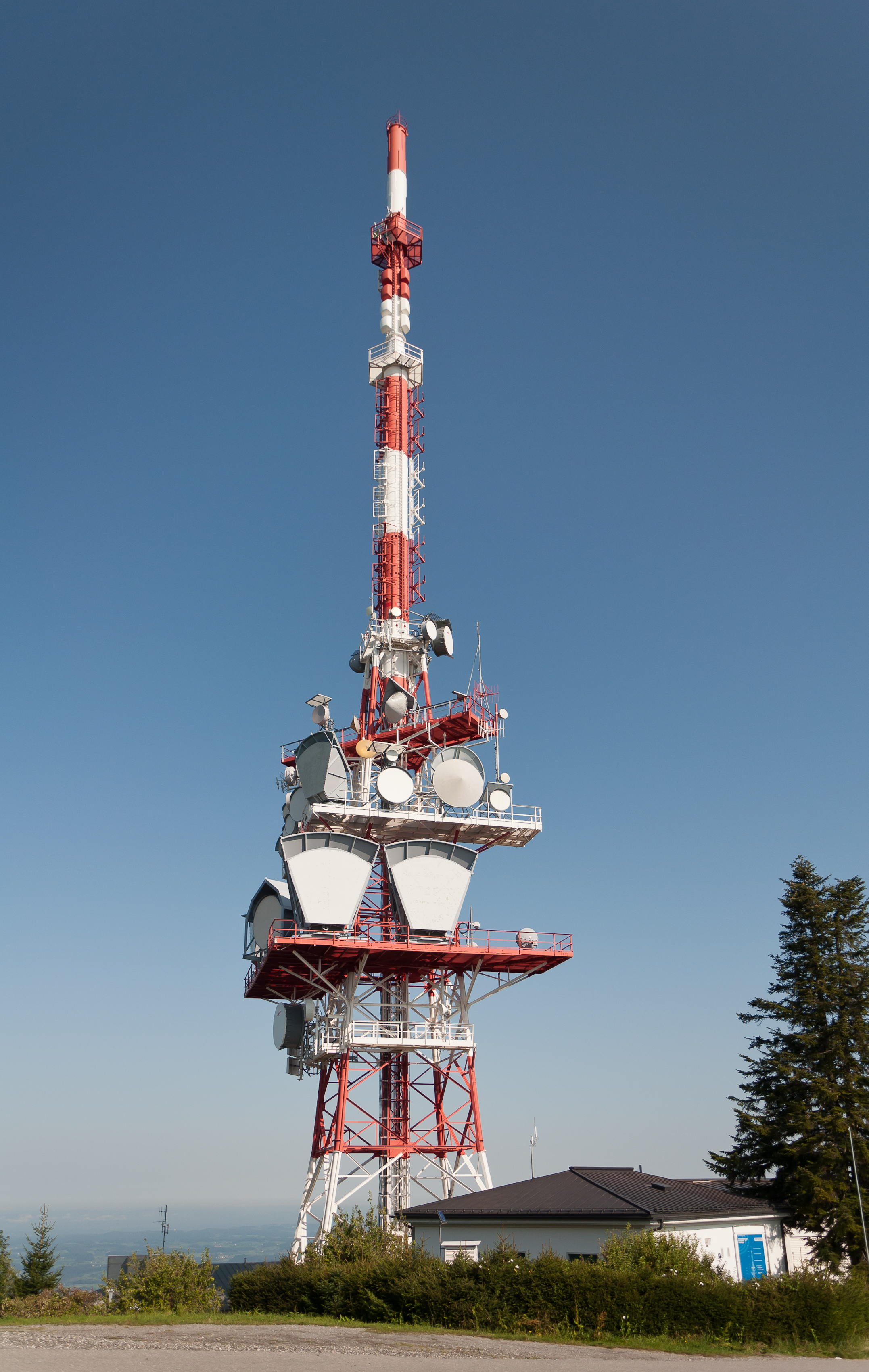 File:Pfänder radio tower jpg - Wikimedia Commons
