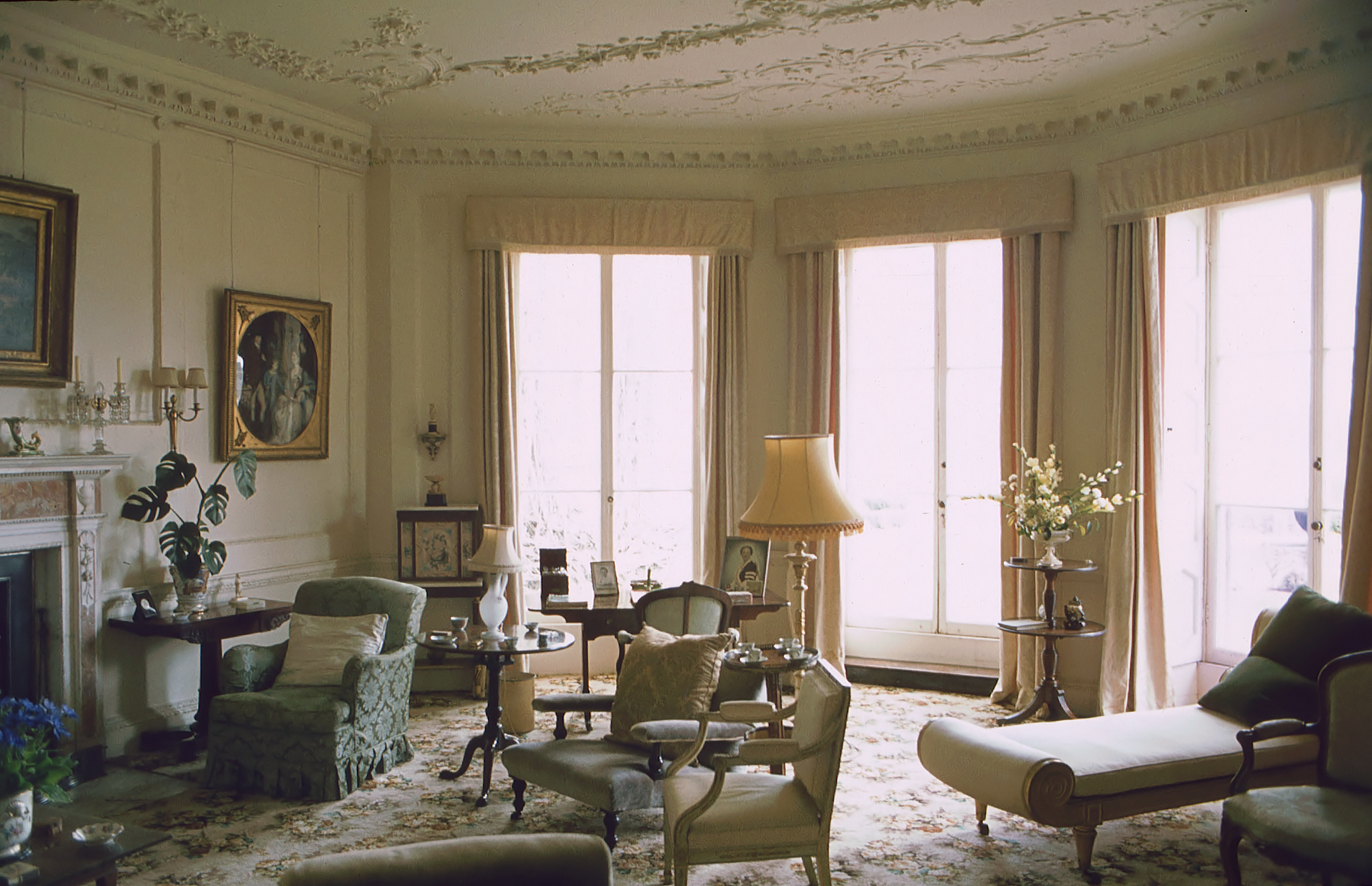 File:Powderham Castle Drawing Room.jpg - Wikimedia Commons