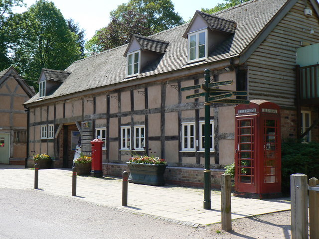 Queenswood visitor centre - geograph.org.uk - 970049