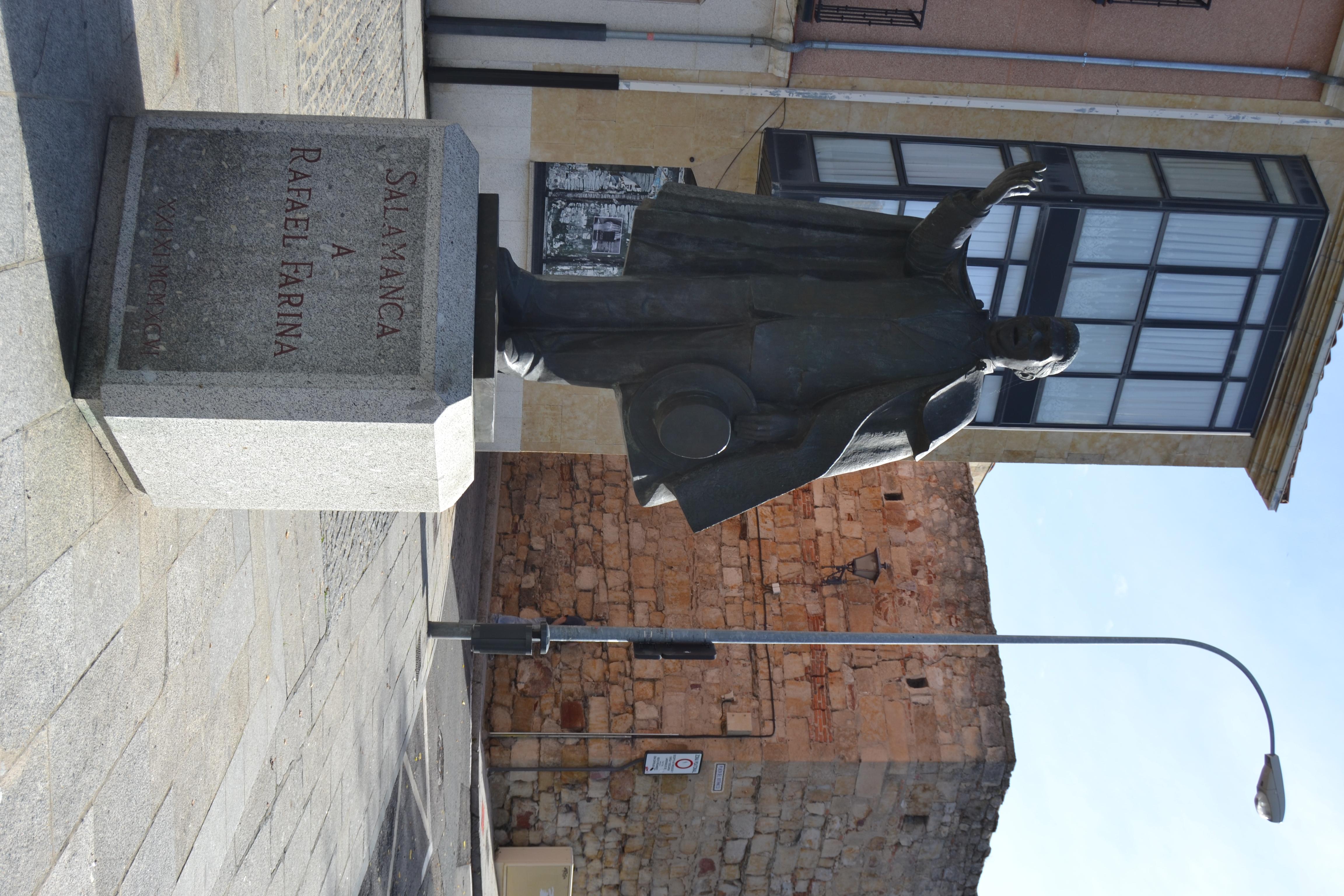 Monumento a Rafael Farina en el Barrio Chino de Salamanca.