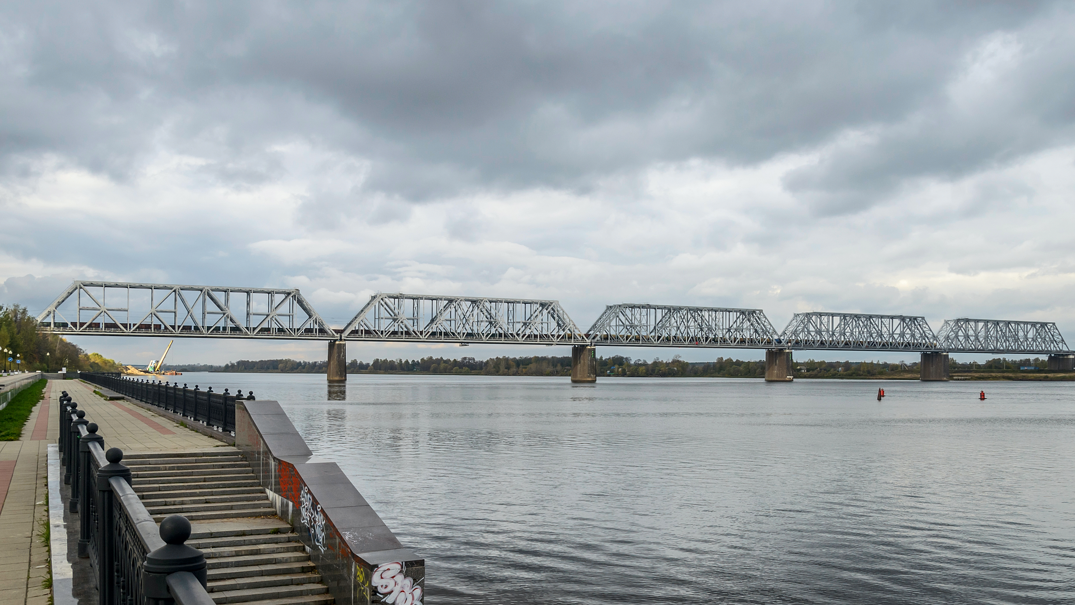 Висячий мост в ярославле фото 703-600