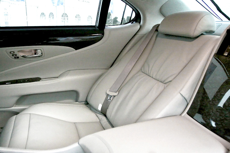 Pros & Cons of Leather Car Seats