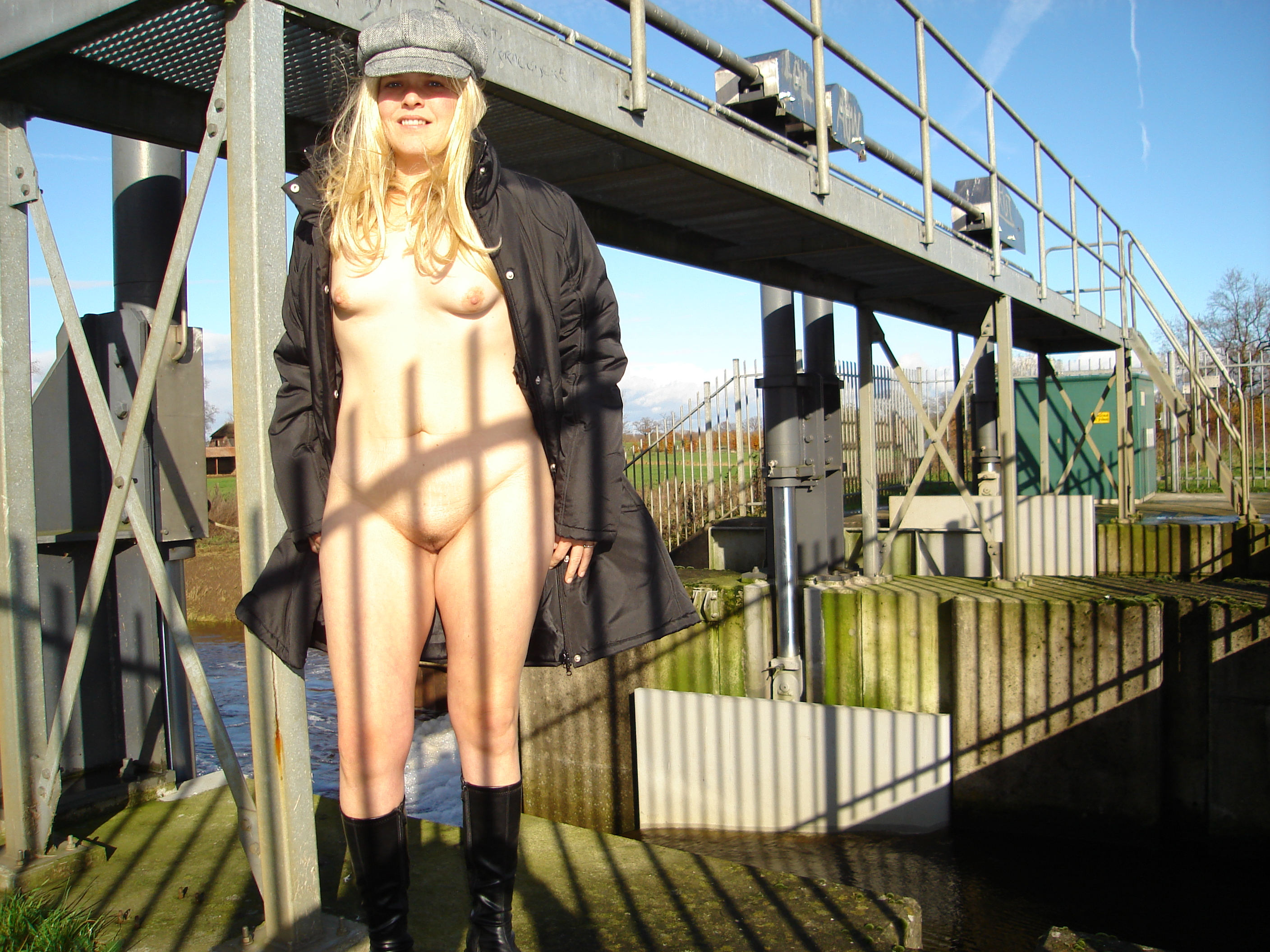 Naked In Holland 90