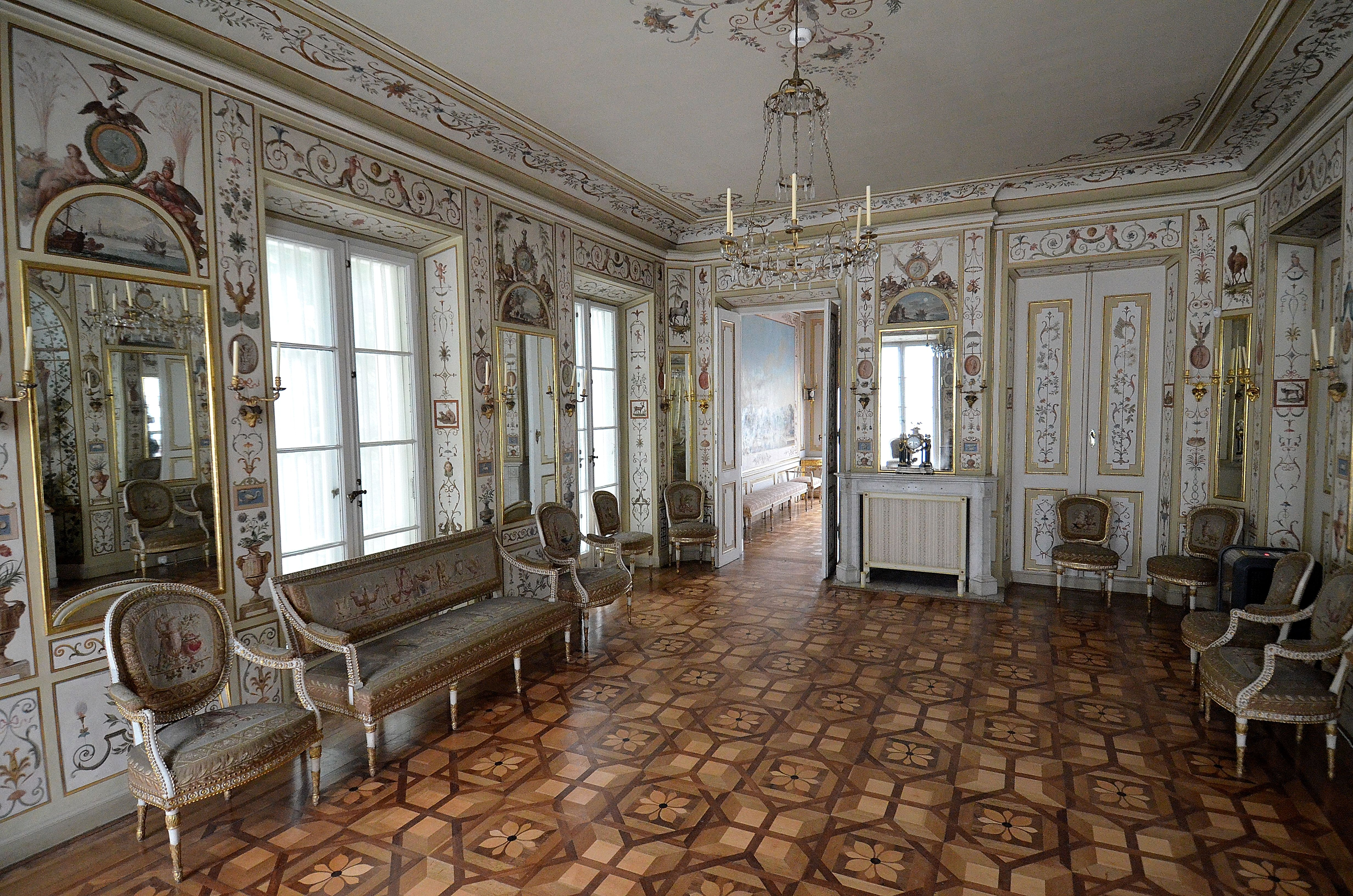 Pliksala Jadalna Biały Domek łazienki Królewskiejpg