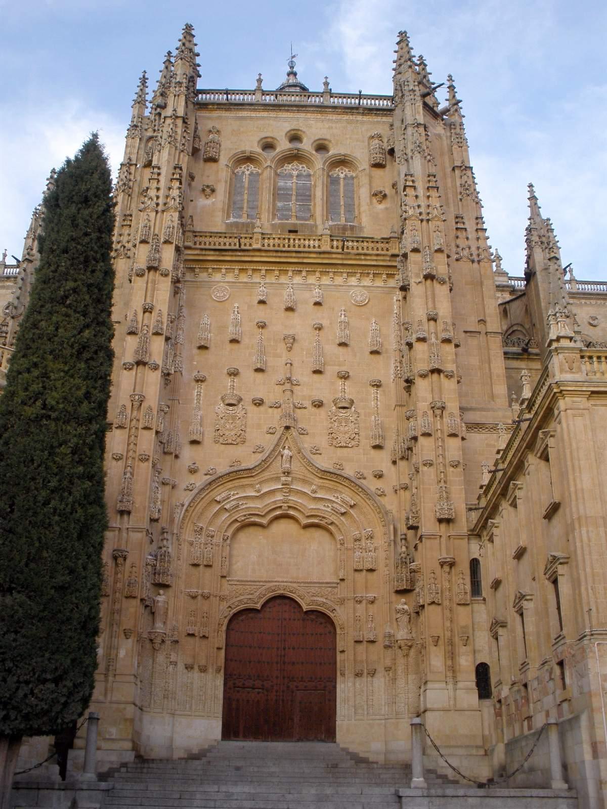 File:Salamanca - Catedral Nueva, exterior 17.jpg - Wikimedia Commons