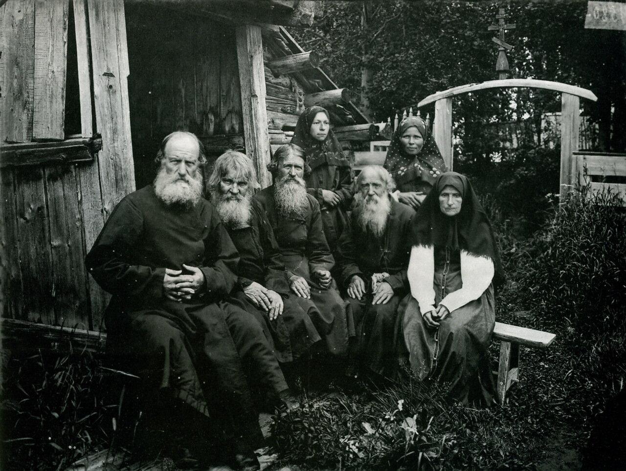 Староверы в Шарпанском скиту. Фото 1897 года