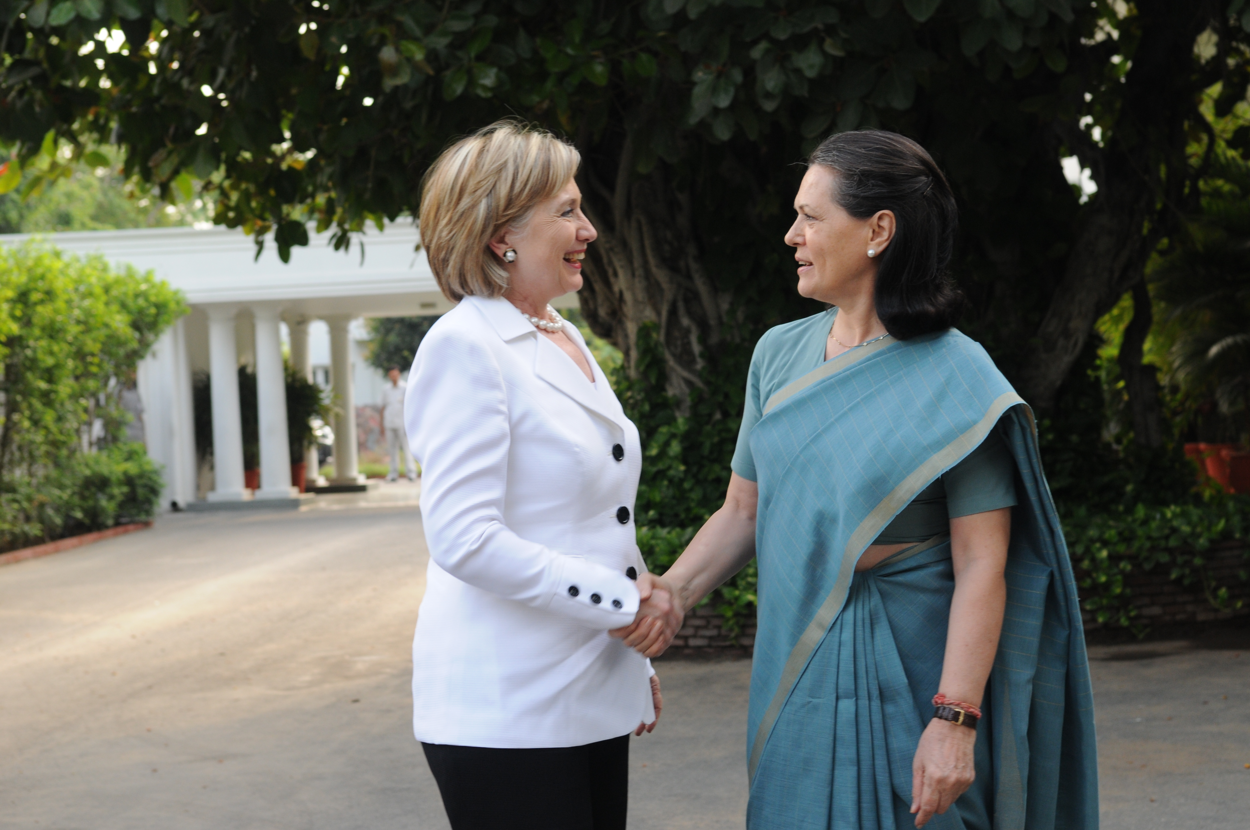 file sonia gandhi welcomes u s secretary of state hillary rodham file sonia gandhi welcomes u s secretary of state hillary rodham jpg
