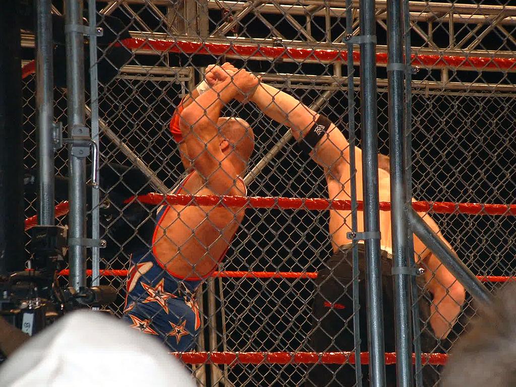 Show Repechaje 2012 Steel_Cage_Match_-_Angle_vs_Cena