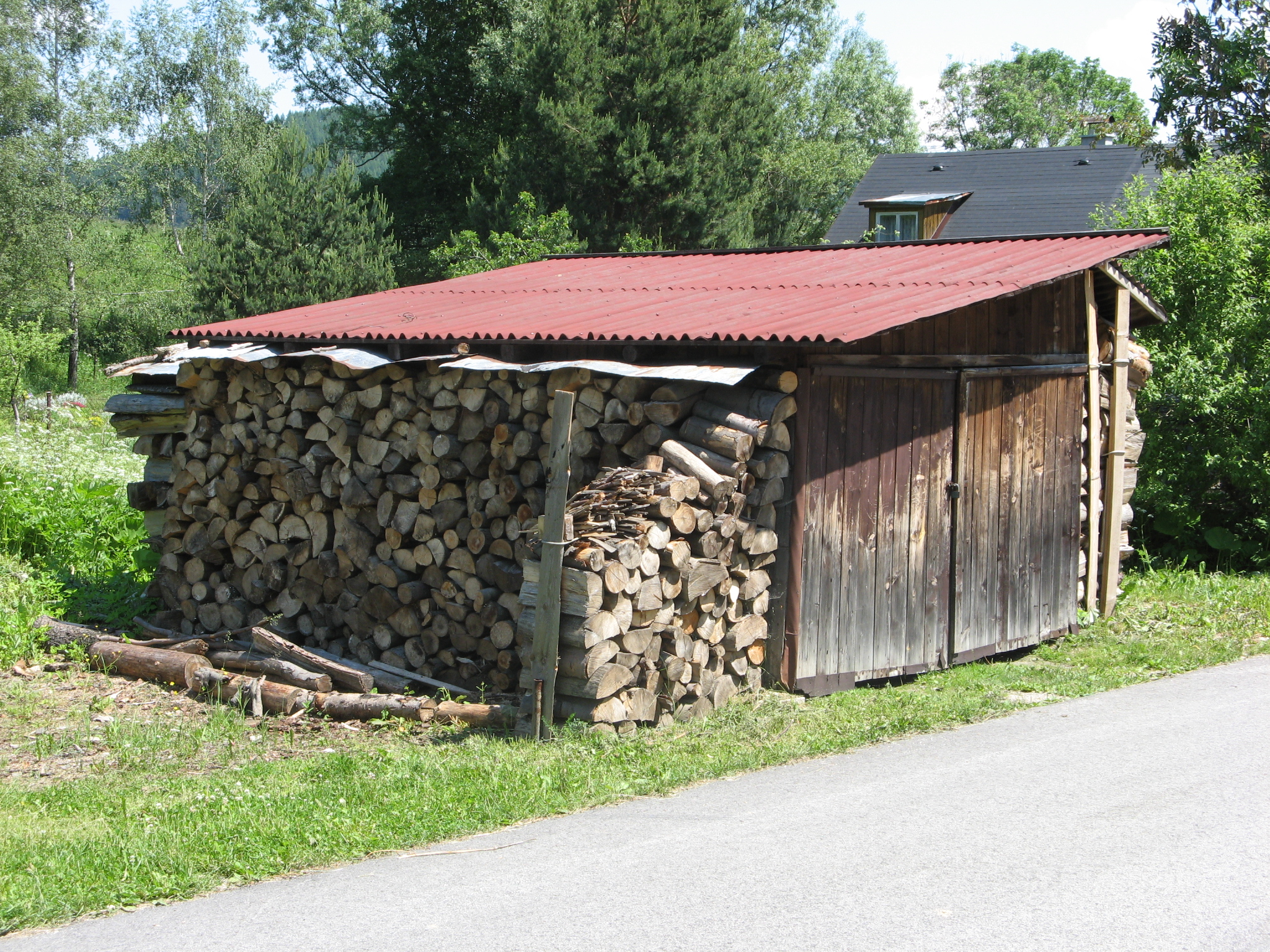 File:Storage shack of wood.JPG - Wikimedia Commons