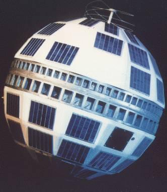 Il primo Telstar lanciato da Cape Canaveral nel 1962 aveva una forma sferica sfaccettata
