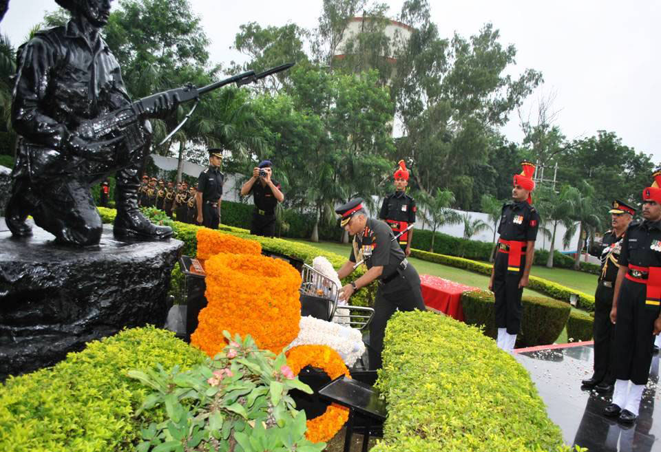 File:The Chief of Army Staff, Gen  V K  Singh laying wreath at the