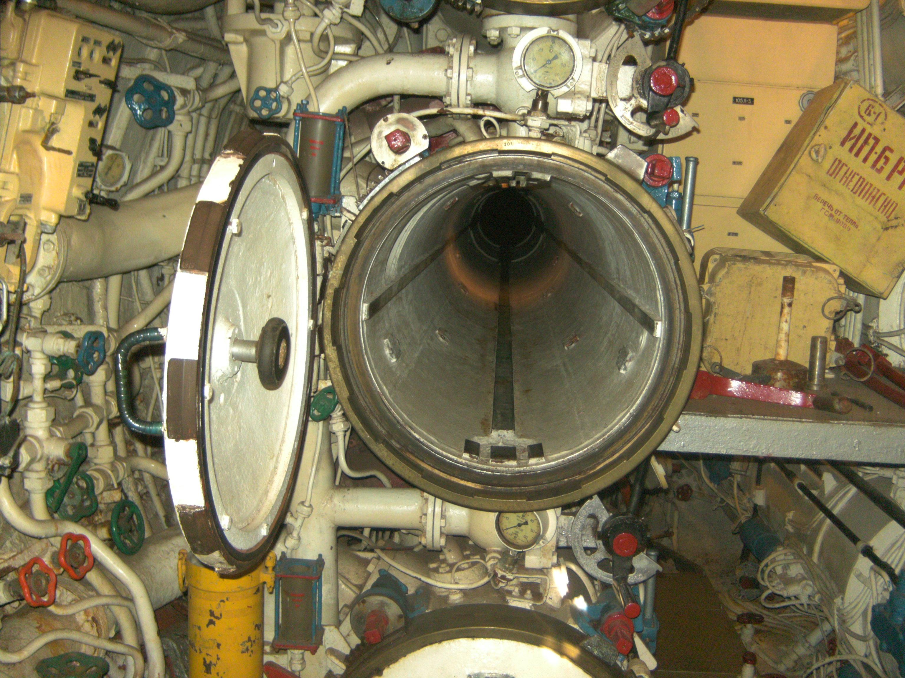 Torpedo_tube_B-39.jpg