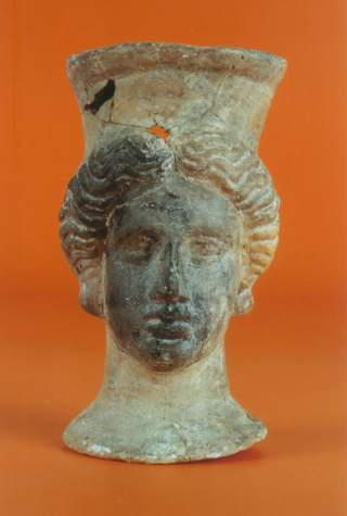 Pebetero contestano hallado en la necrópolis de Lucentum (o Akra Leuké), conjunto arqueológico del Tossal de Manises