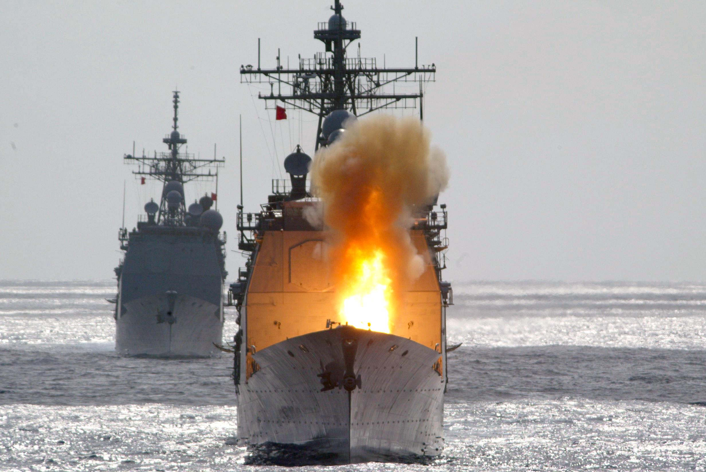 USS_Chancellorsville_(CG-62)_fires_a_standard_missile.jpg