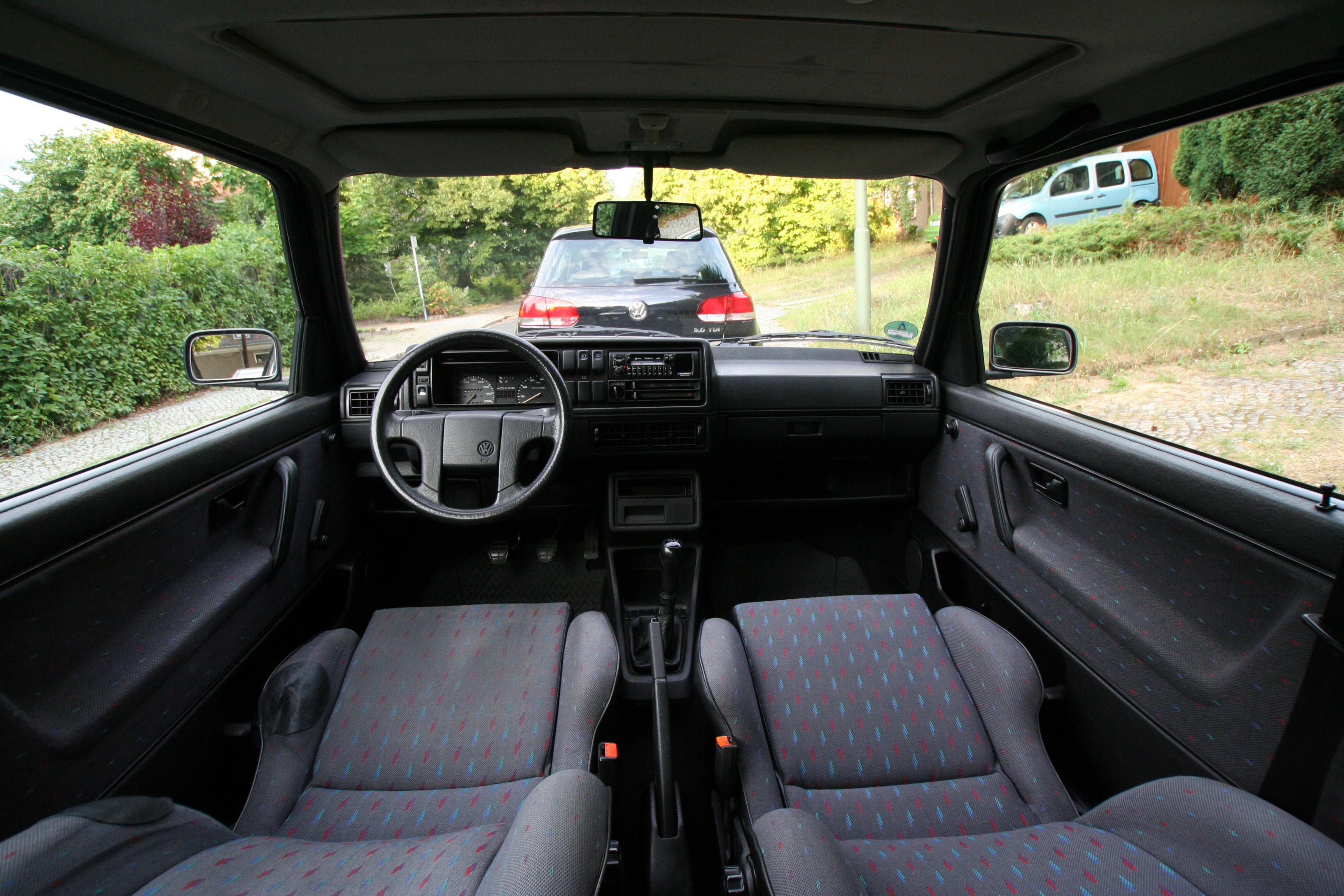 File:VW Golf II 1.6 Pasadena 1991, interior.JPG - Wikimedia Commons