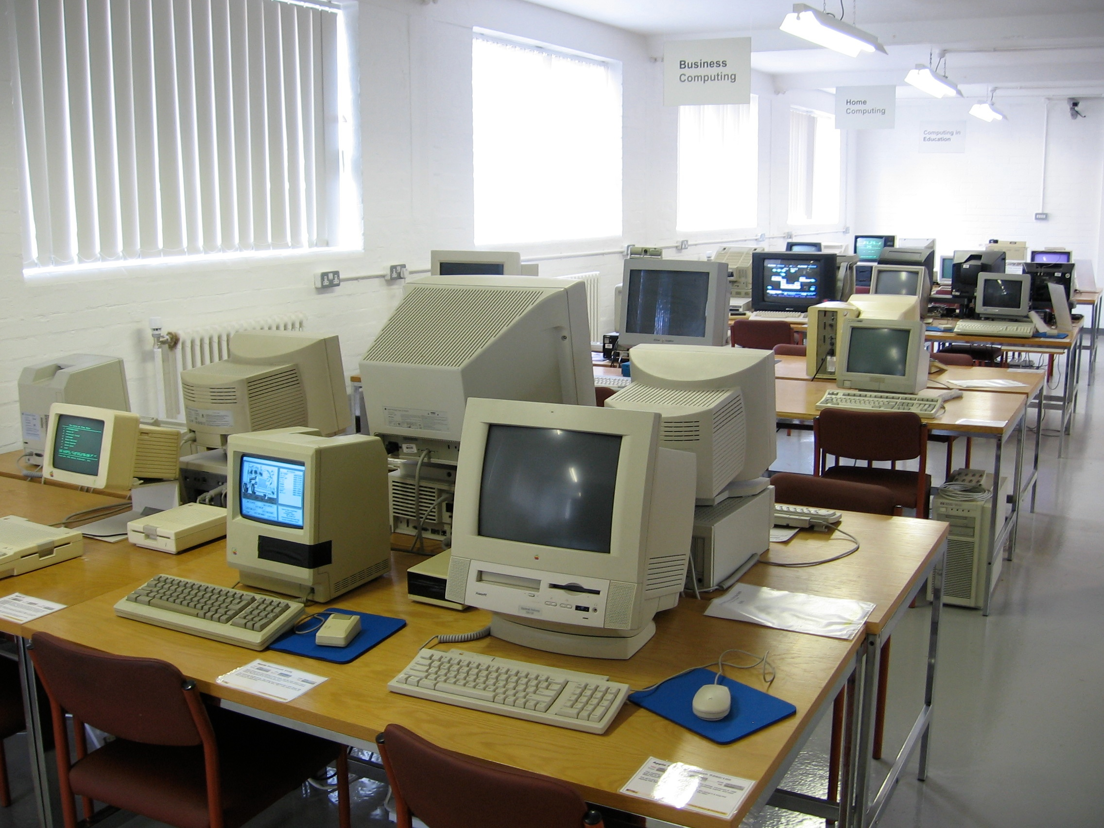 File:Working vintage computers at National Museum of Computing