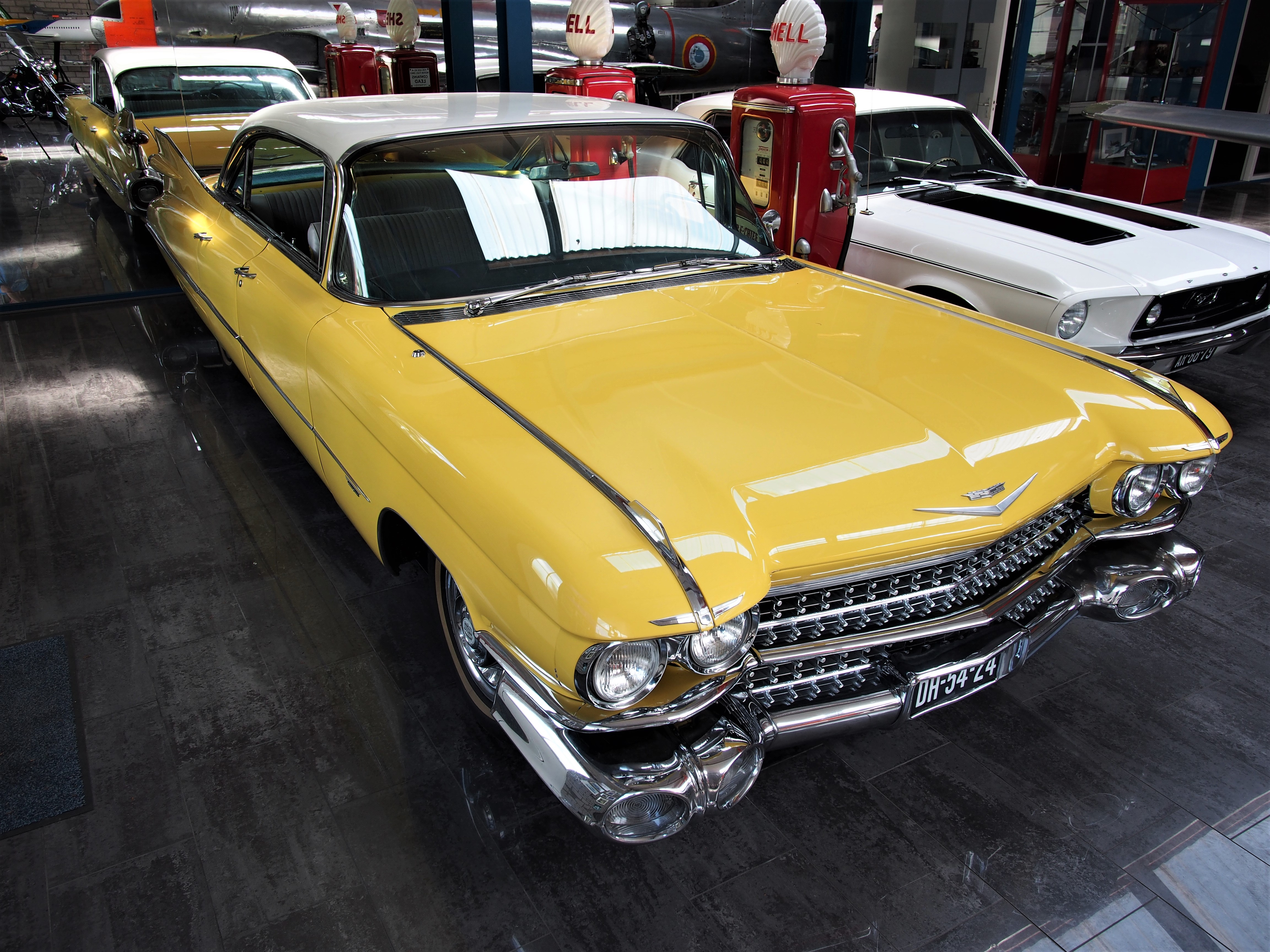File:Yellow Cadillac at Piet Smits pic1.JPG - Wikimedia Commons