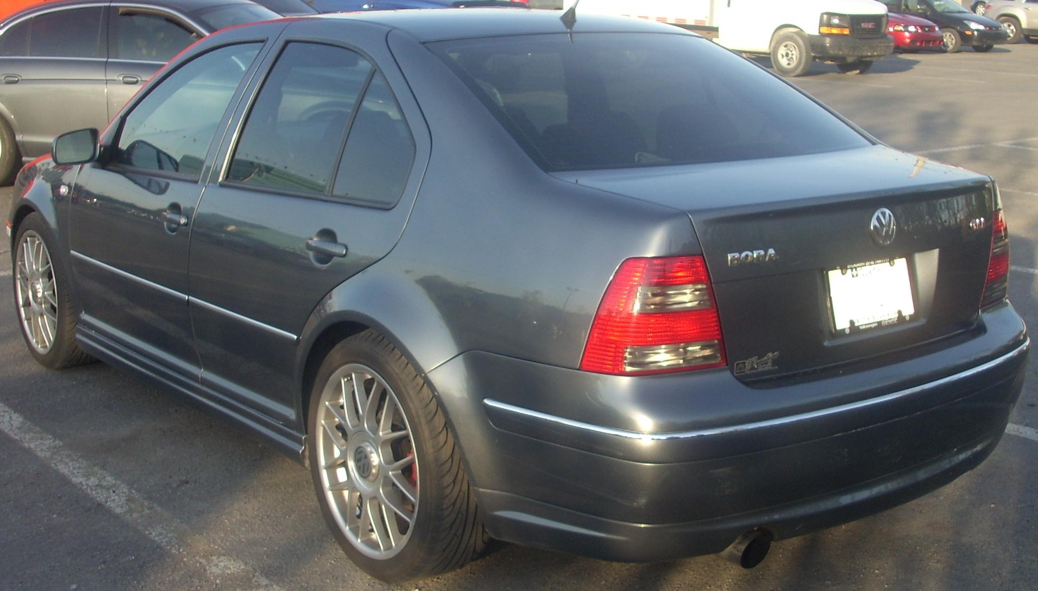 File99 03 Volkswagen Bora GLI Rear Orange Julep