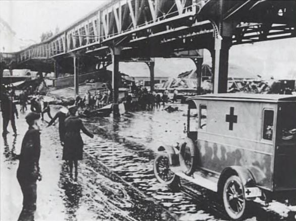 File:1919 MolassesFlood Boston.png