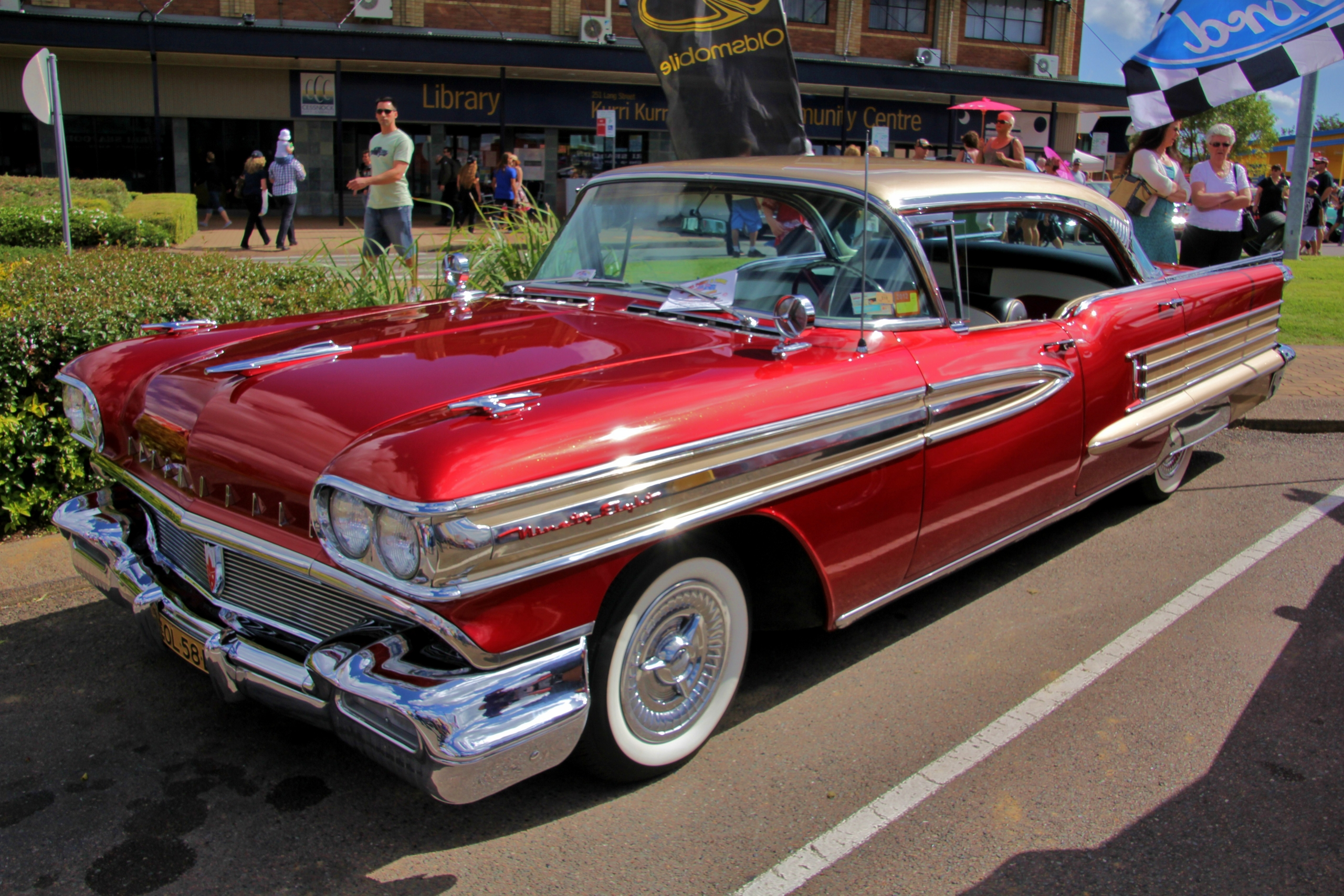 File 1958 Oldsmobile Ninety Eight Holiday Hardtop Sedan