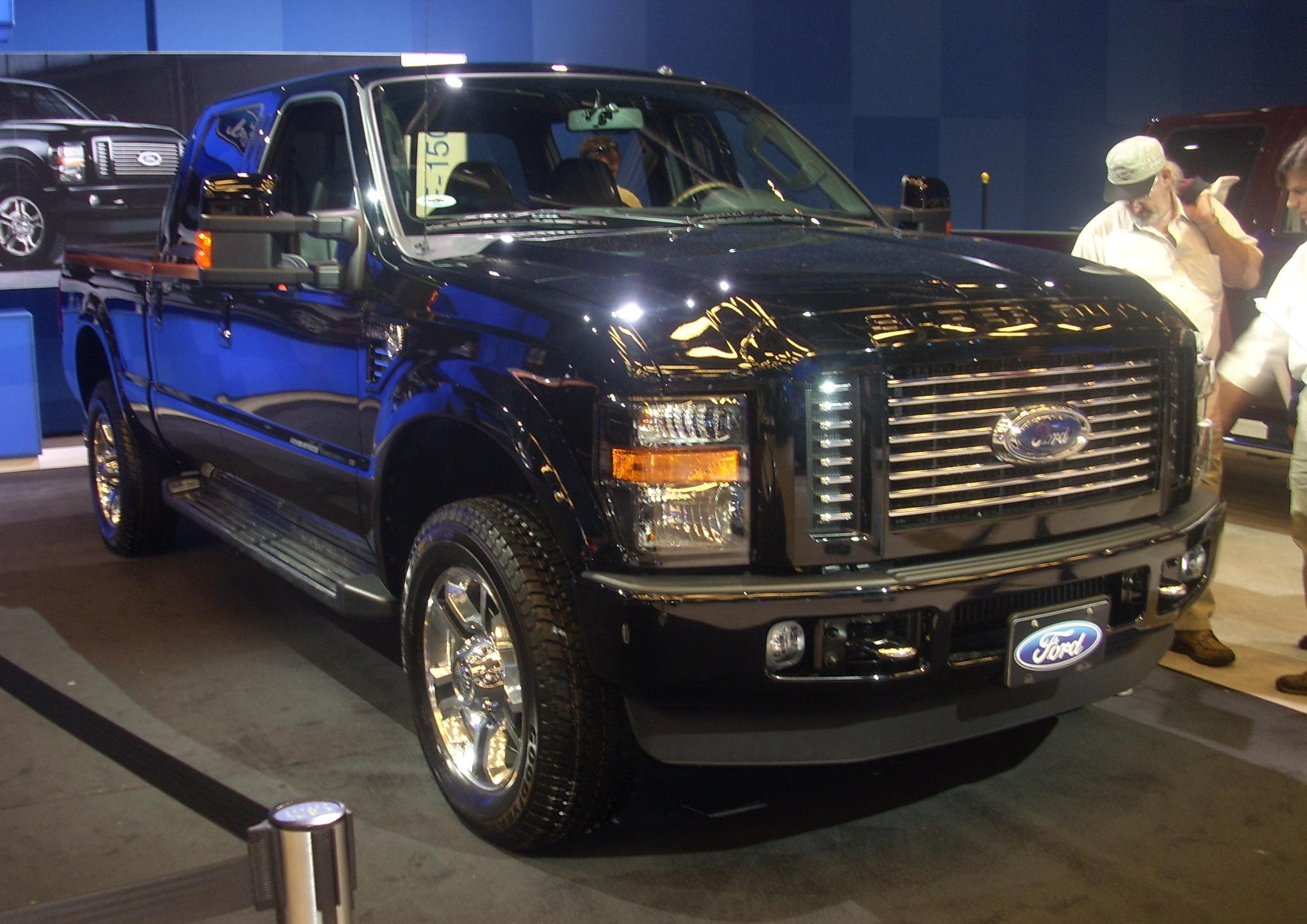 Description 2008 Ford F-250 Super Duty Crew Cab (Montreal).jpg