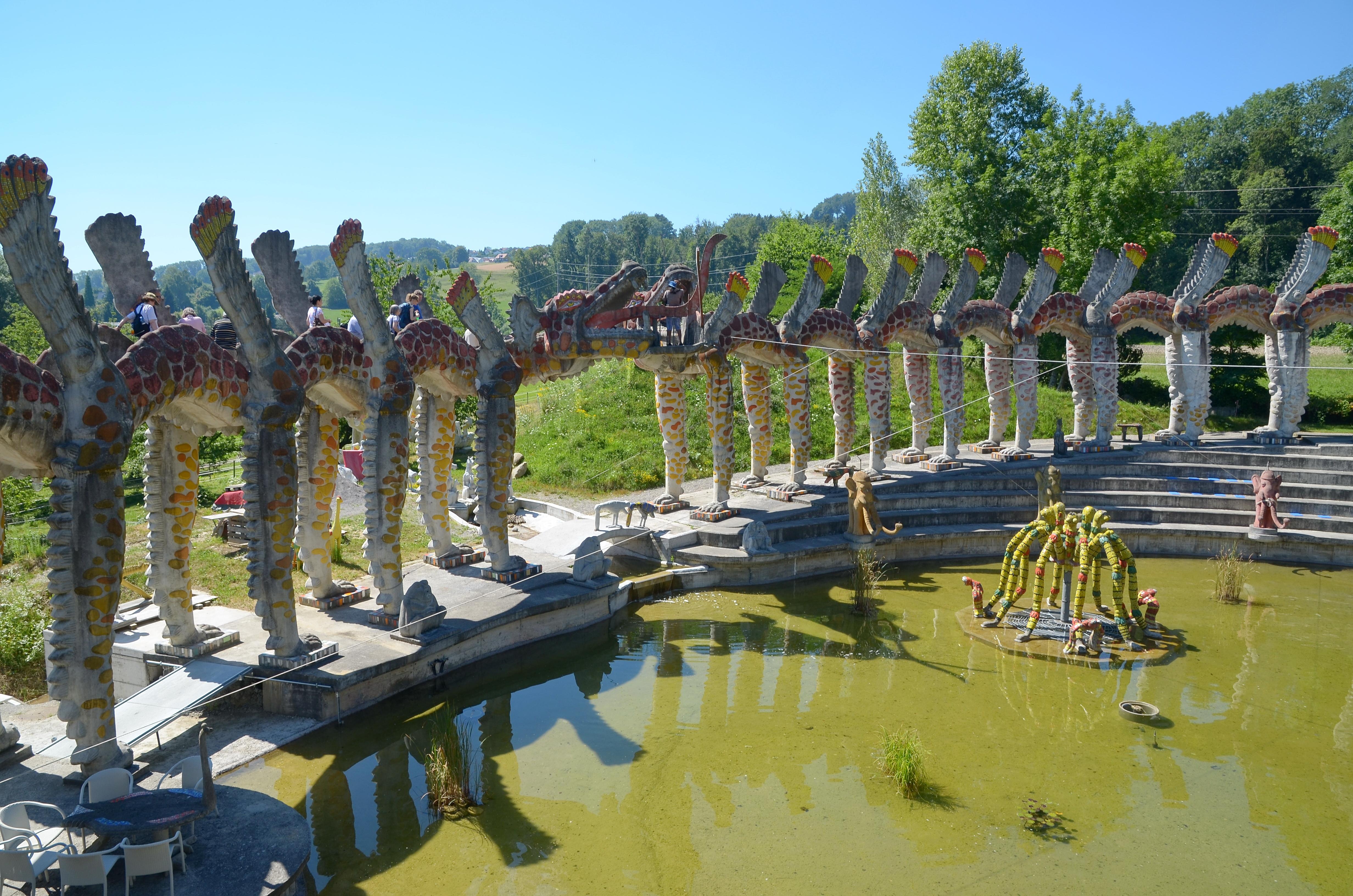 File:2013 Bruno Weber Skulpturenpark-Tour - 'Flügelhund' 2013-08-