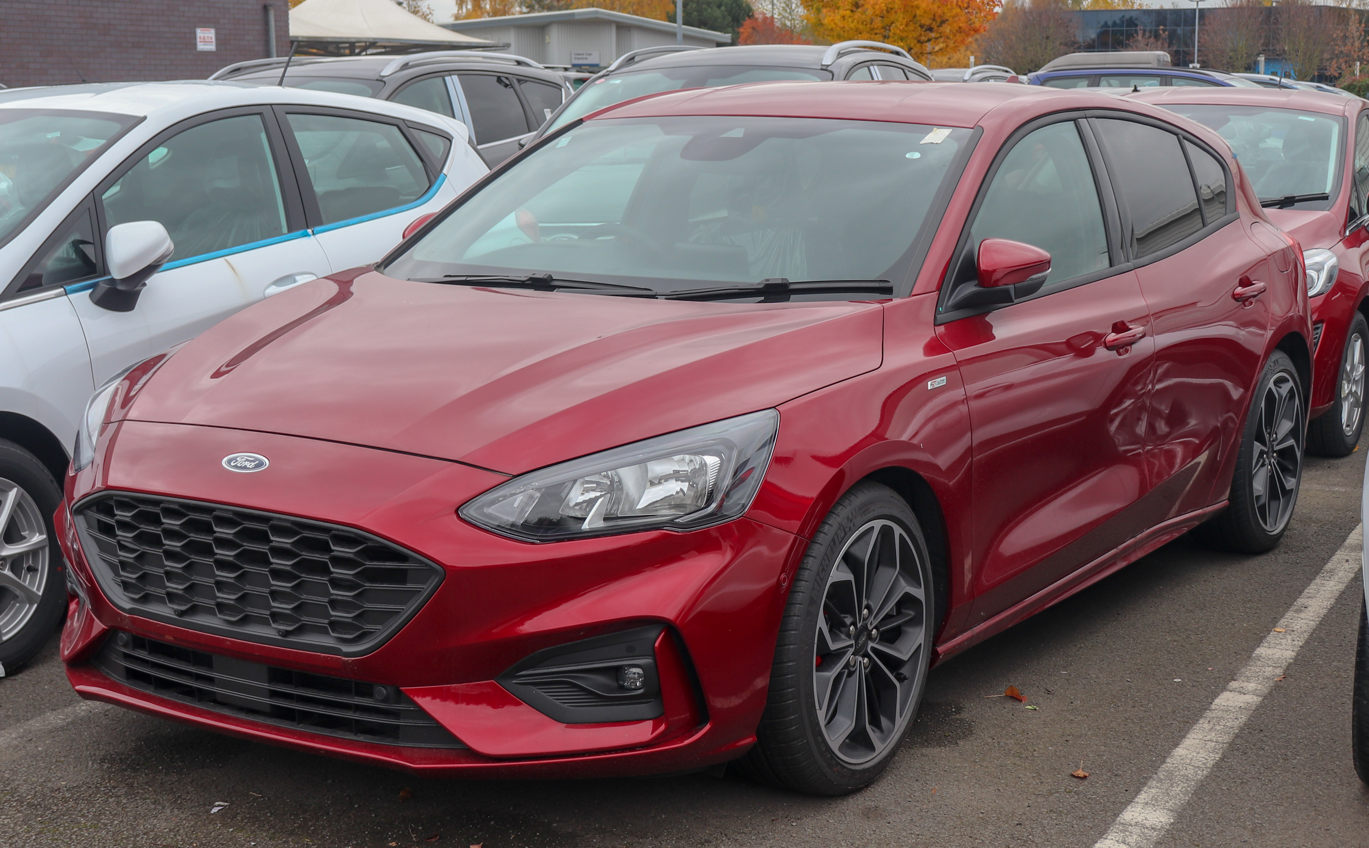 File 2018 Ford Focus St Line In Ruby Red Jpg Wikimedia Commons