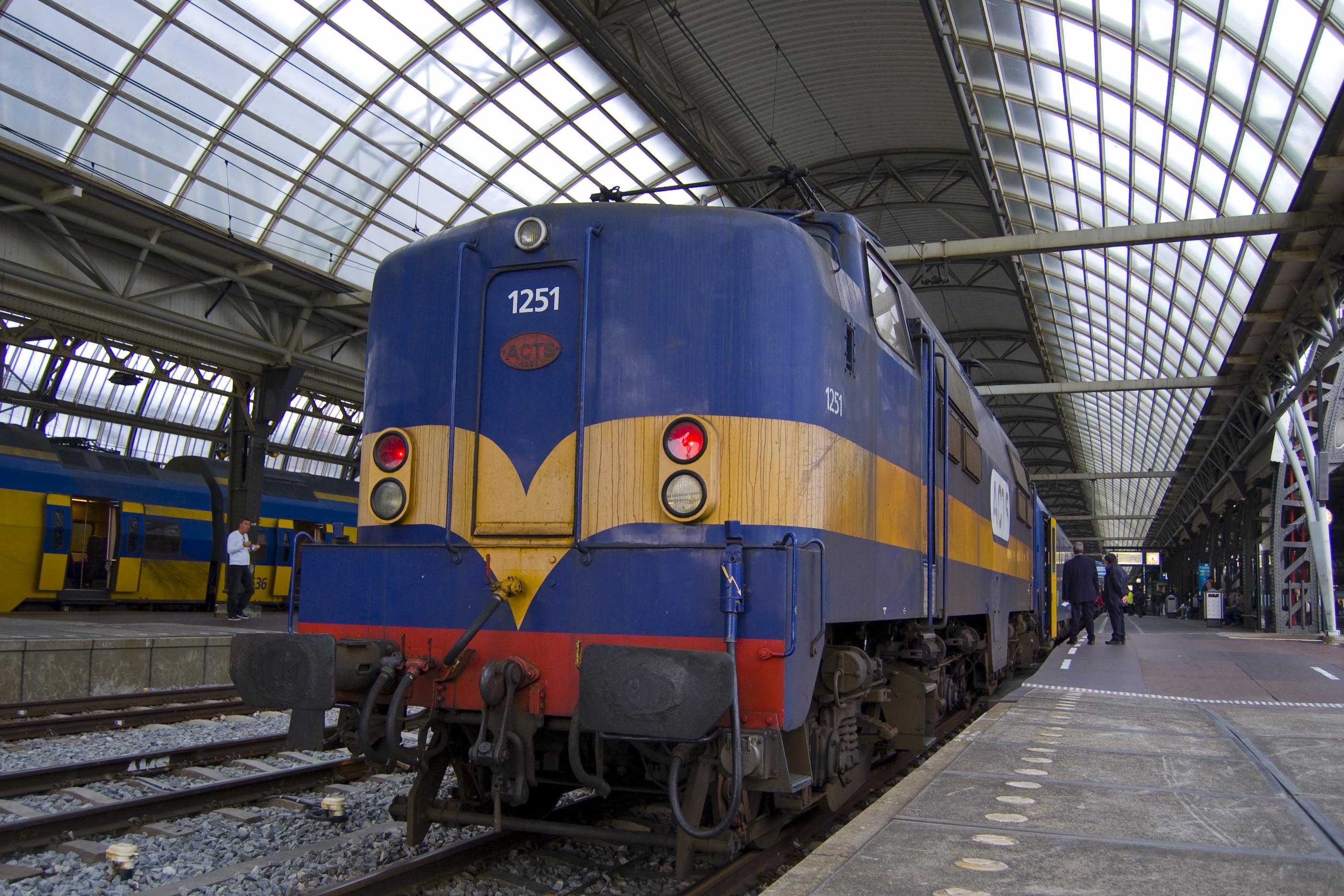 File:ACTS loc 1251 met CNL Moskou te Amsterdam Centraal.jpg