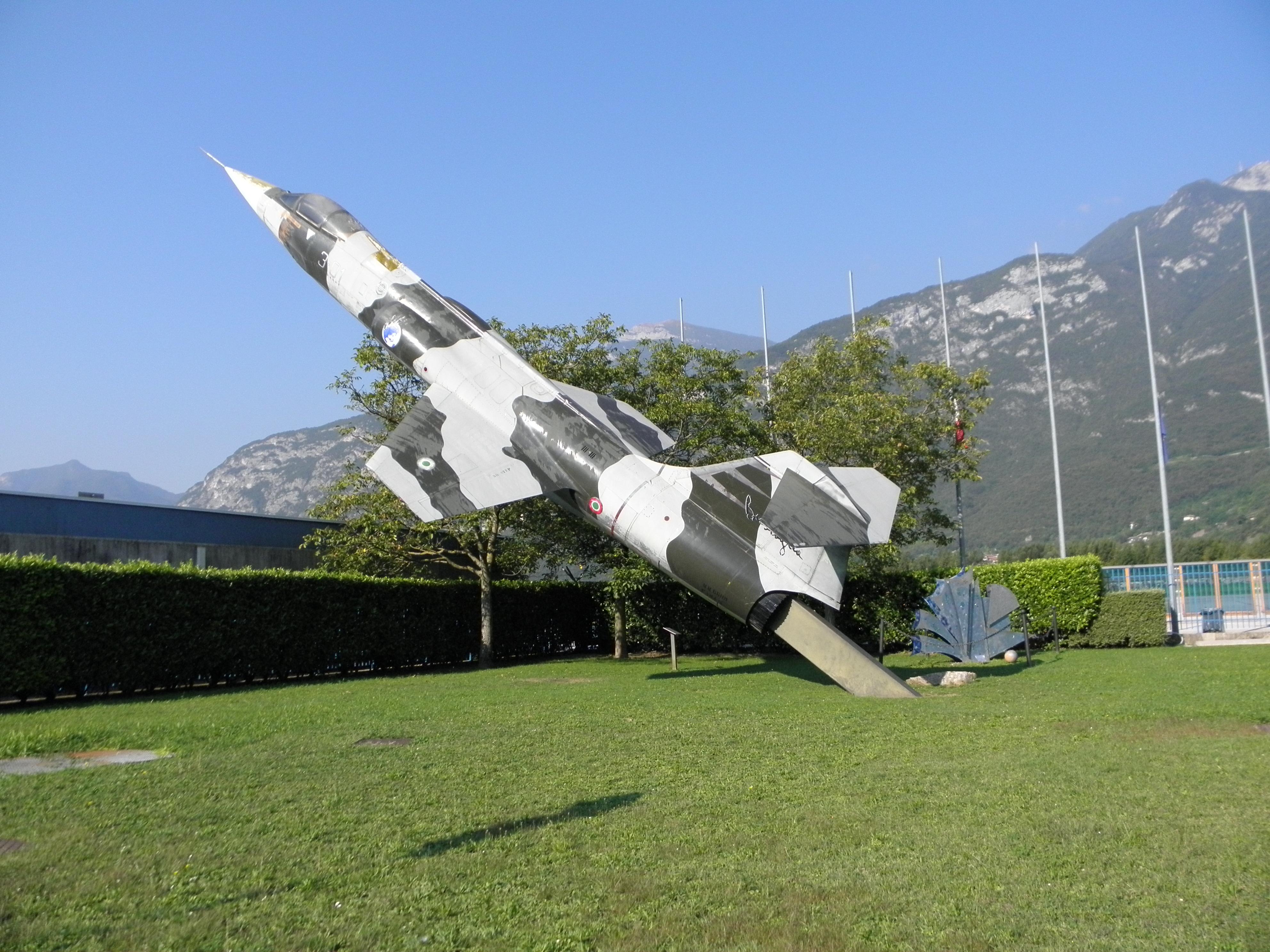 Aeroporto Trento : File aeroporto di trento mattarello gianni caproni f g