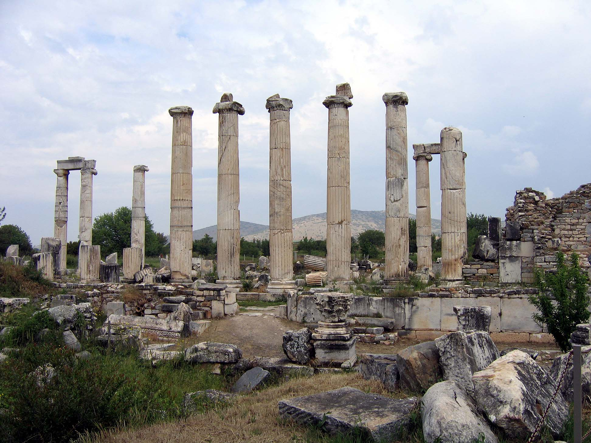 File:Aphrodisias temple22.jpg - Wikipedia