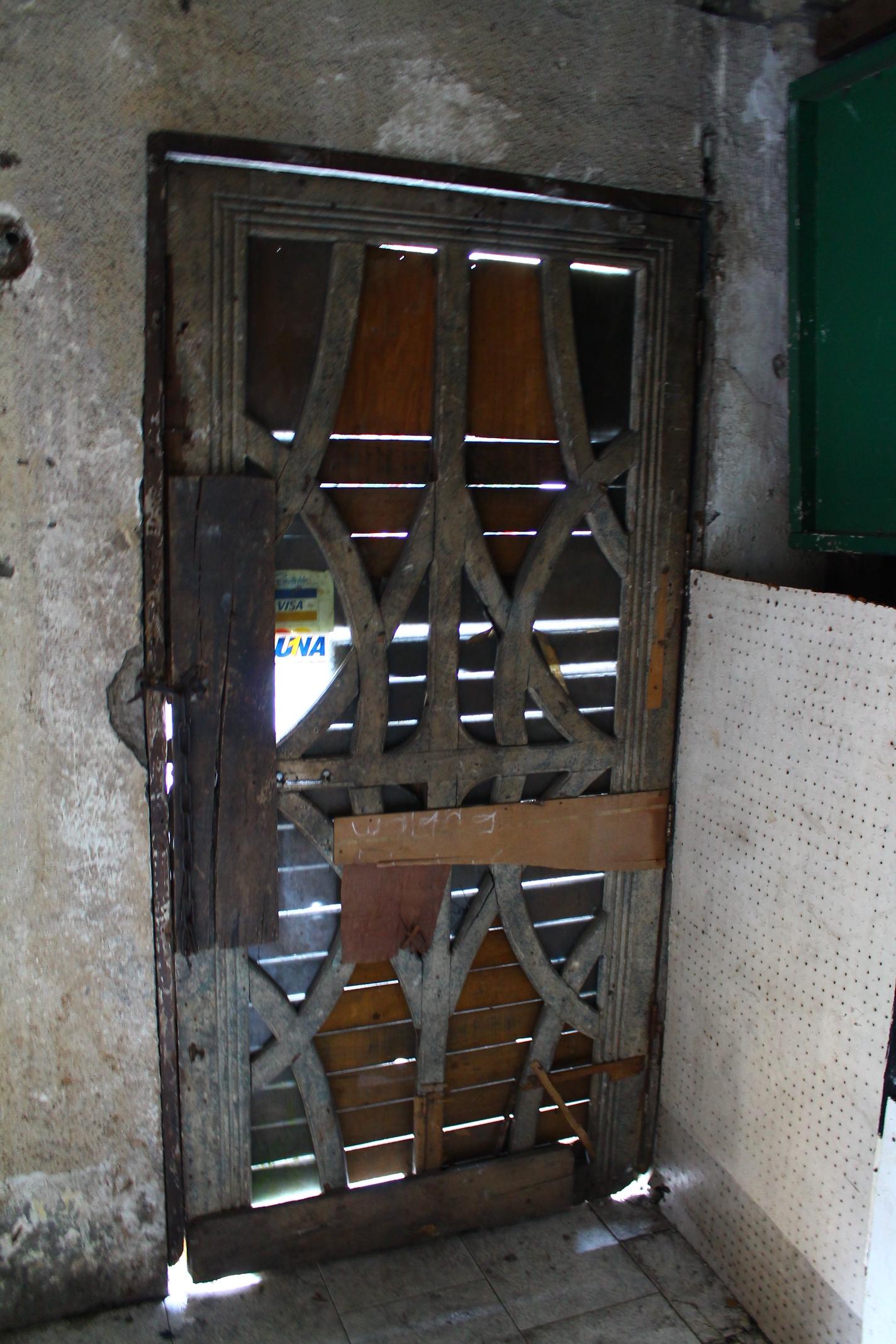 File:Art Deco design of door, Gaiety Theatre, Ermita ...