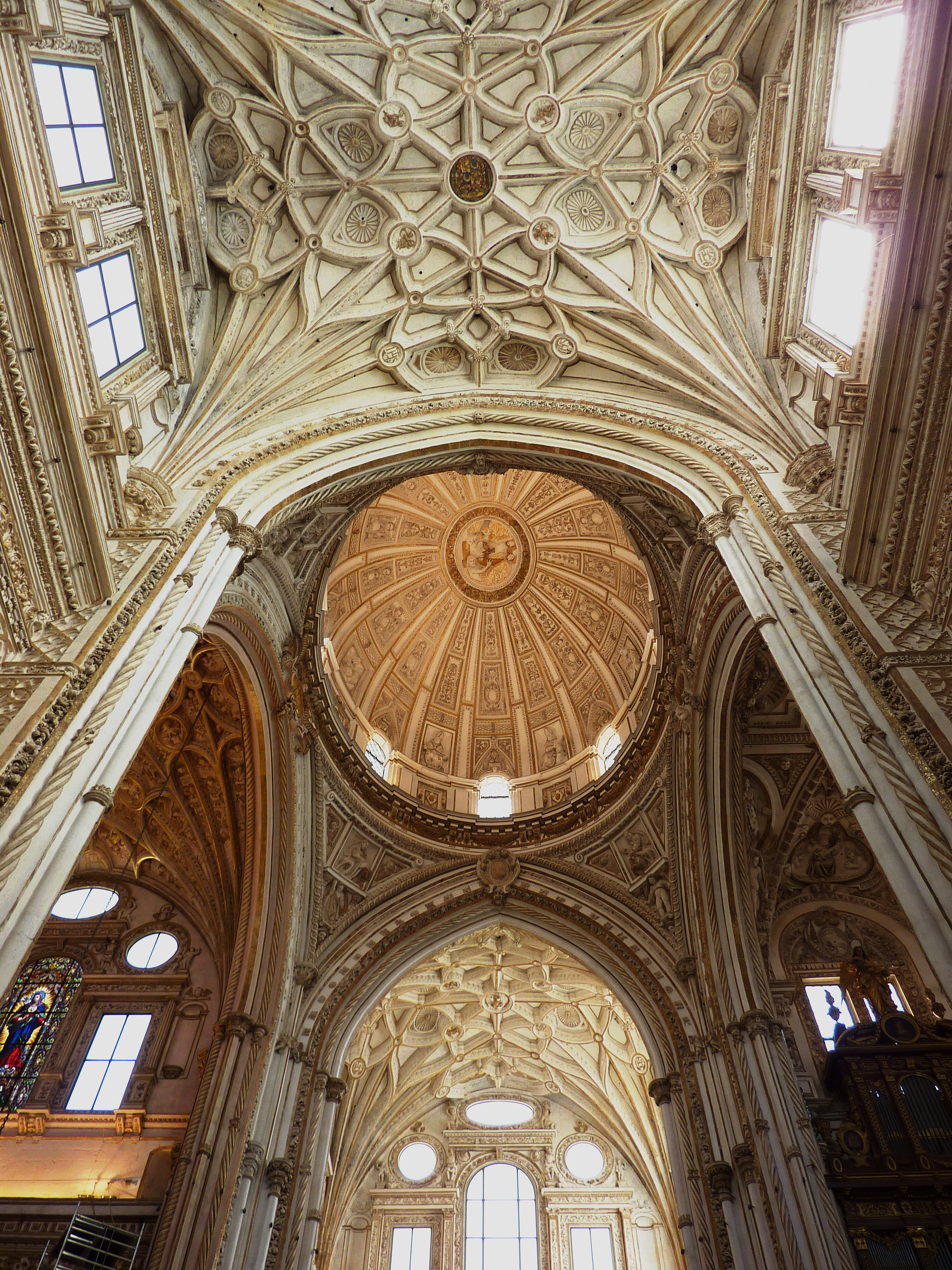 Beautiful vaulted stonework in the Mezquita-Catedral de Córdoba, Andalusia, Spain [2736×3648]