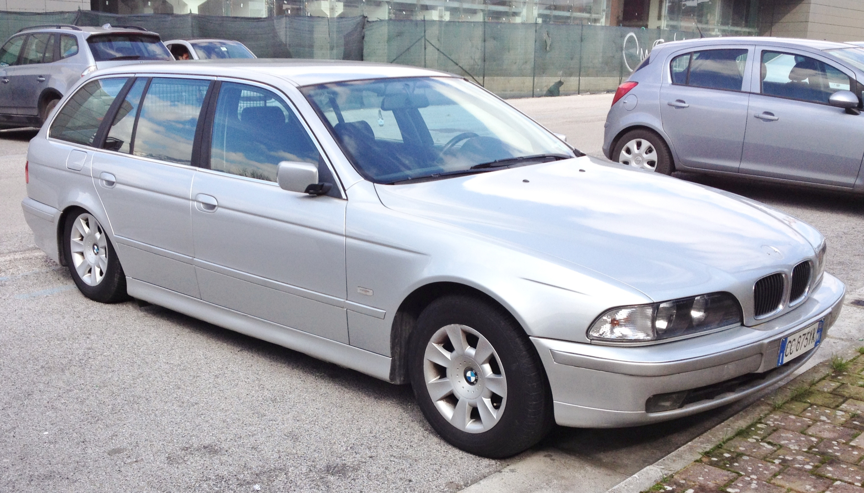 File Bmw 5 Series E39 Touring Jpg Wikimedia Commons