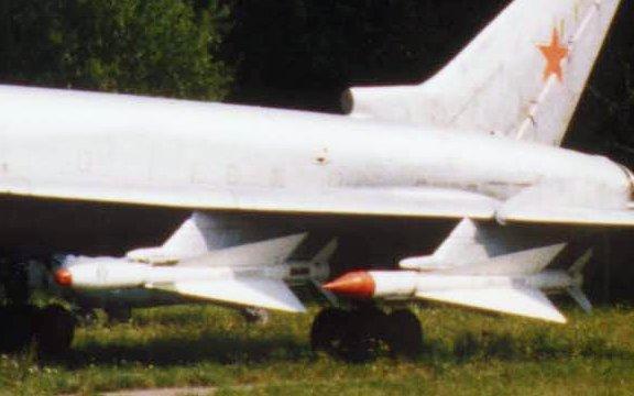 Ouvre-boite Tupolev Tu-128 Fiddler [Amodel 1/72] Bisnovat_R-4