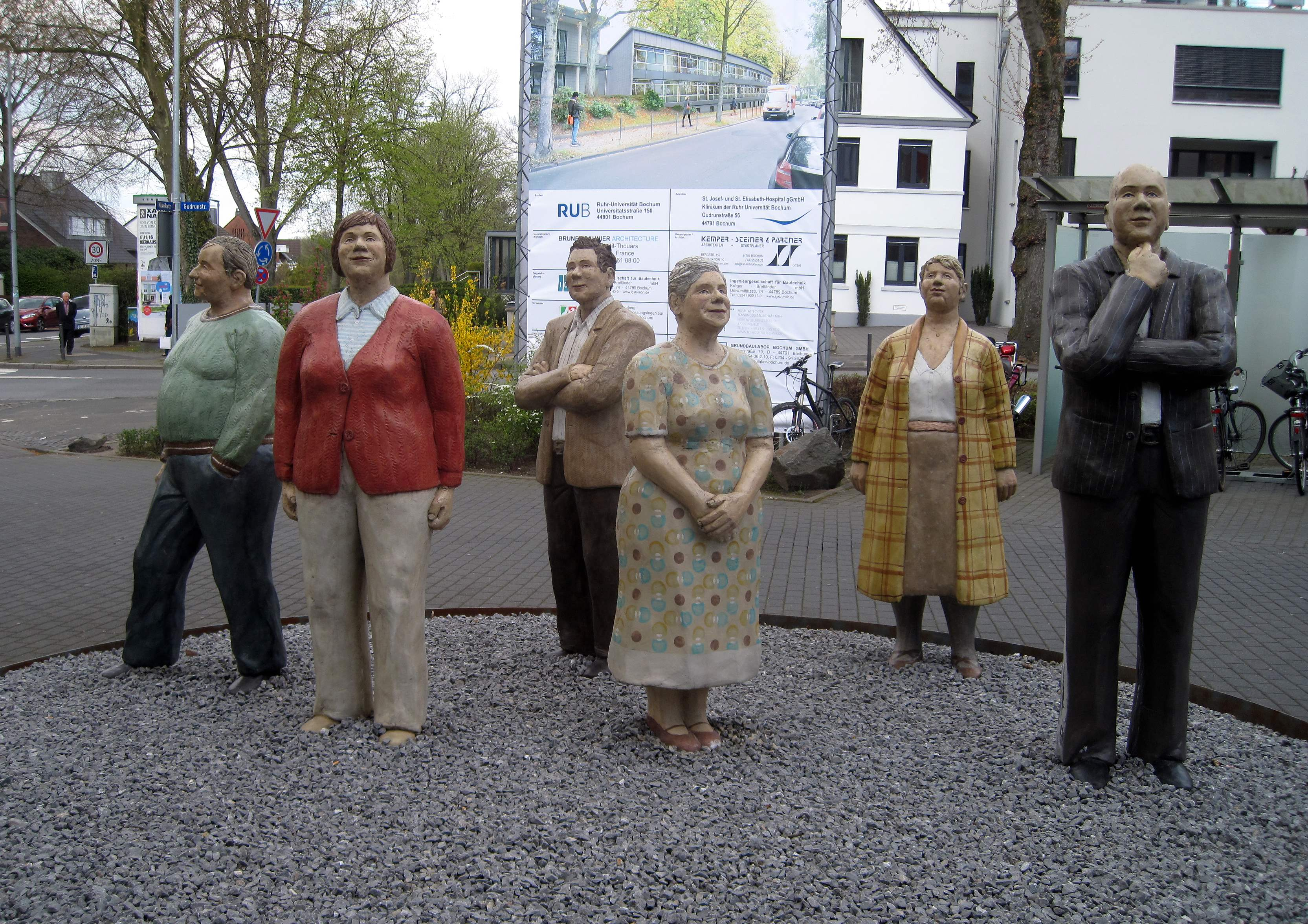 https://upload.wikimedia.org/wikipedia/commons/c/c2/Bochum-Lechnerfiguren1-Asio.jpg