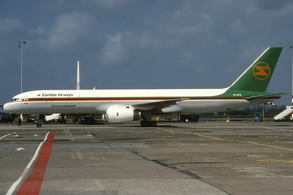 https://upload.wikimedia.org/wikipedia/commons/c/c2/Boeing_757-23A%28PF%29_Zambia_Airways_Cargo_9J-AFO%2C_AMS_Amsterdam_%28Schiphol%29%2C_Netherlands_PP1262022830.jpg