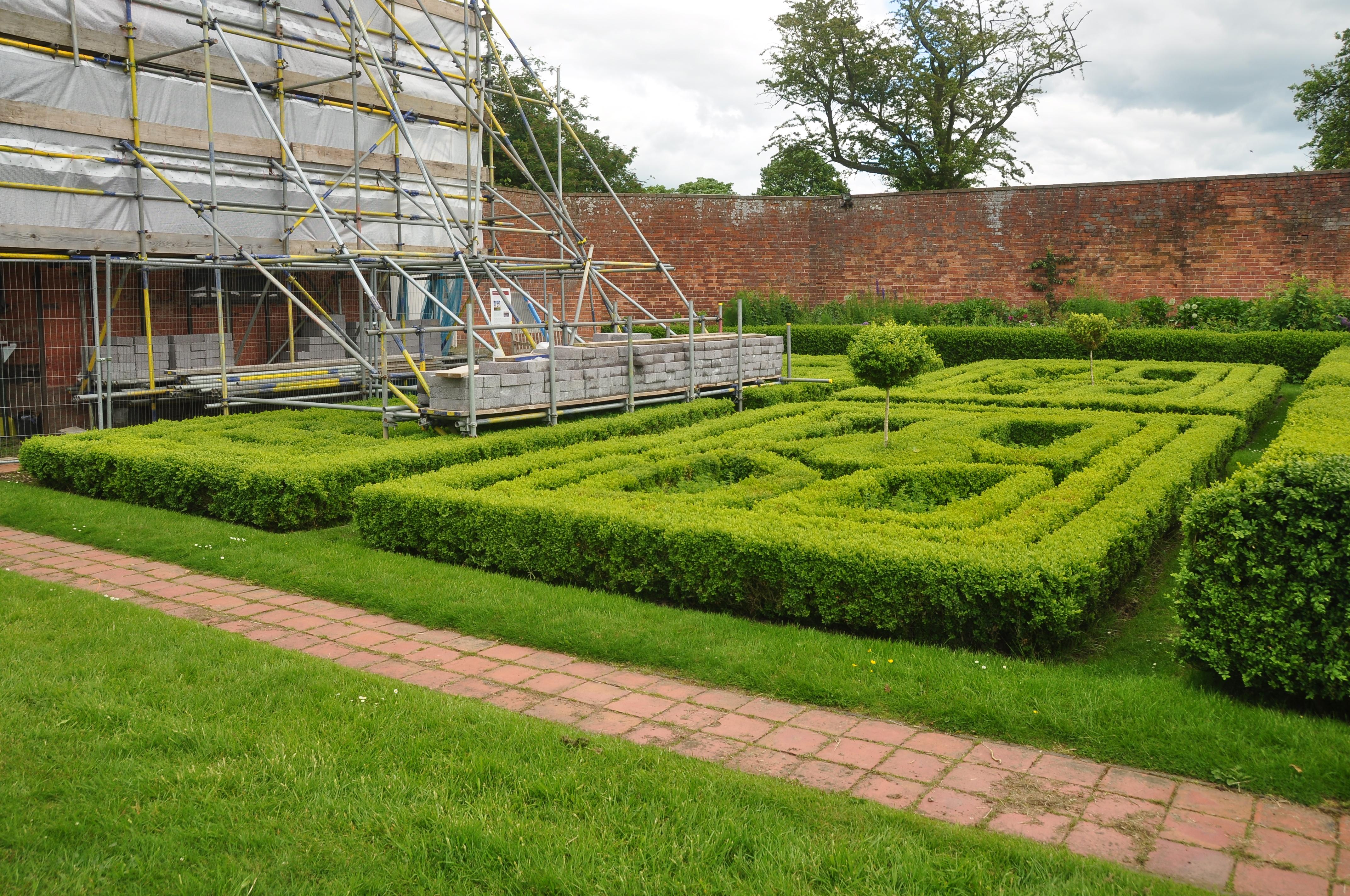 File:Boscobel House gardens (5225).jpg - Wikimedia Commons