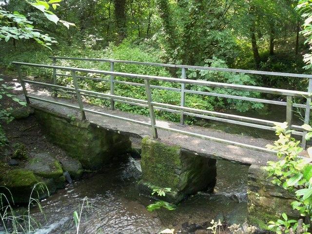Bridge over Harmby Beck - geograph.org.uk - 1375644