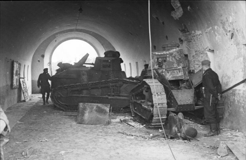 Destroyed Polish Renault FT-17 tanks
