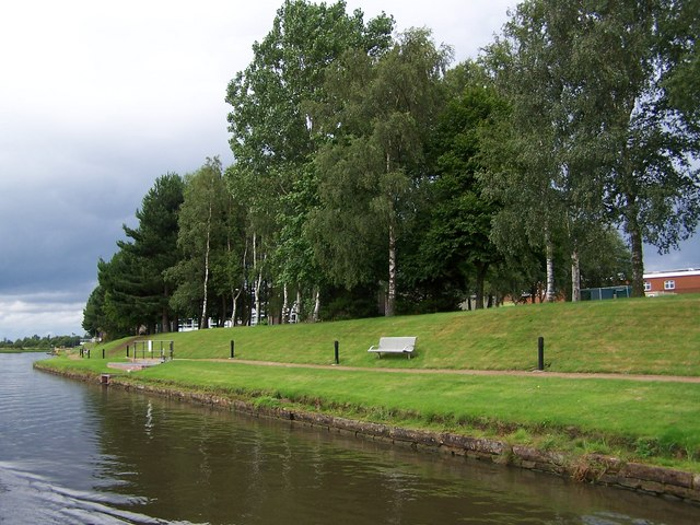 Canalside lawns, Daresbury Science Park - geograph.org.uk - 2003696