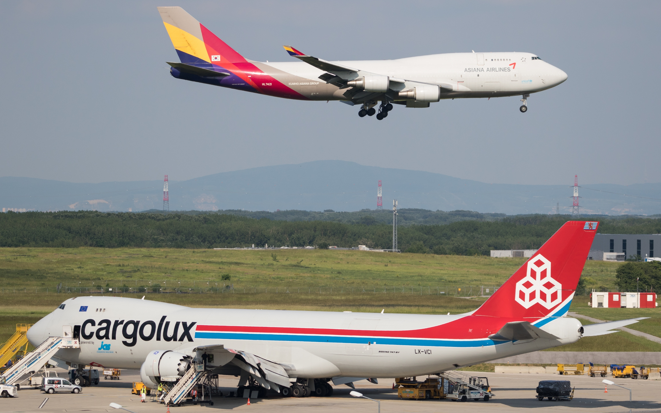 file cargolux boeing 747 8 lx vci asiana cargo boeing 747 400f rh commons wikimedia org Boeing 747 Name Boeing 747 Name