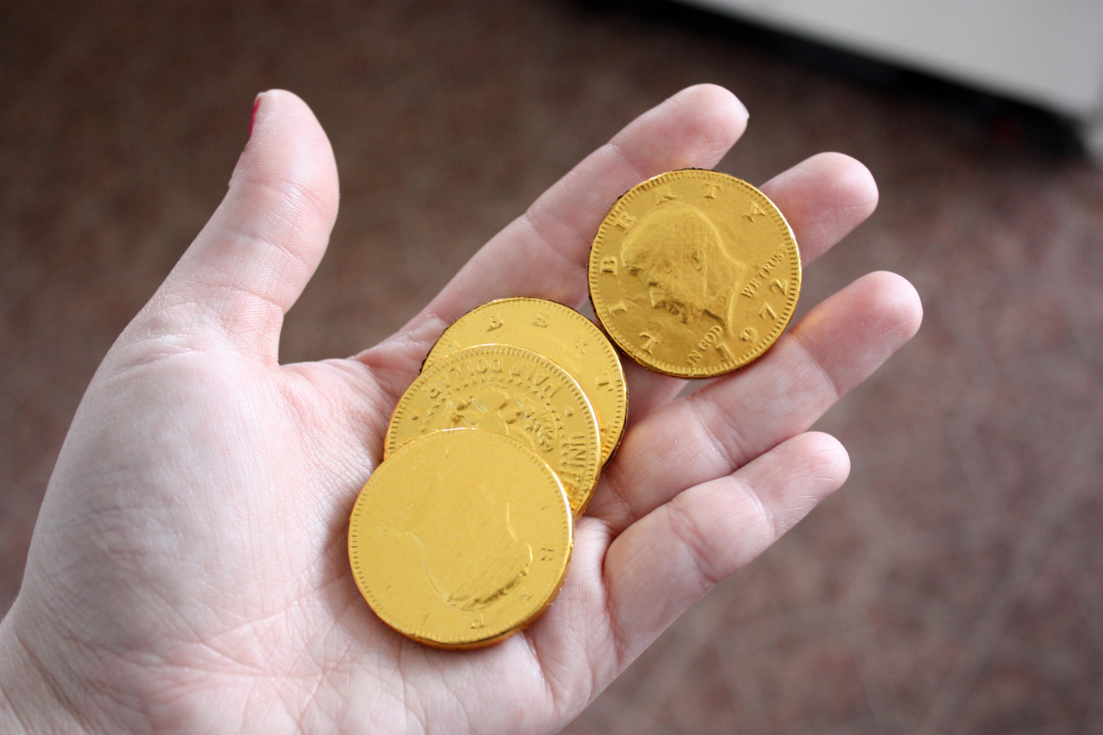 File:Chocolate coins.jpg - Wikimedia Commons