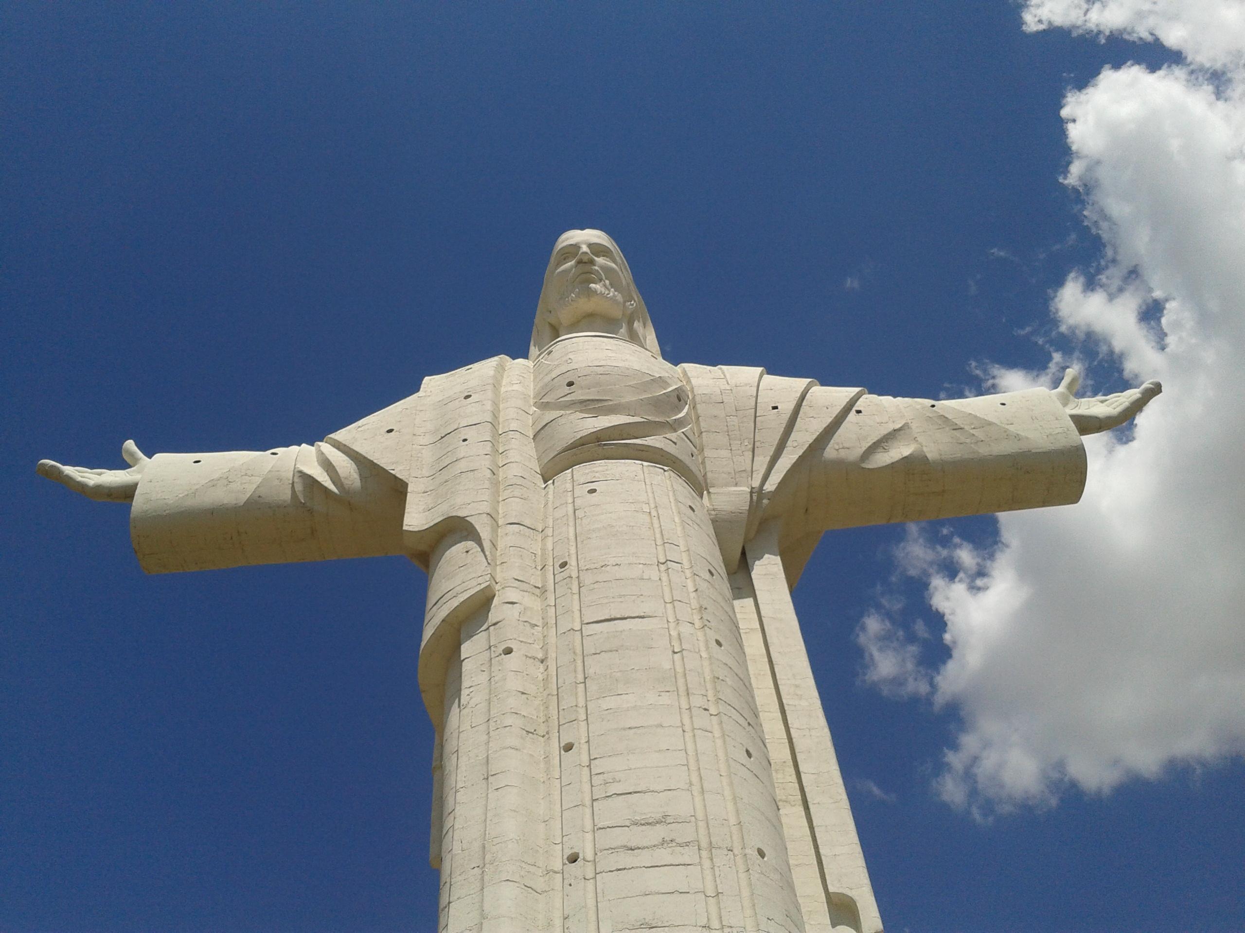 File Cristo De La Concordia Cocha Jpg Wikimedia Commons