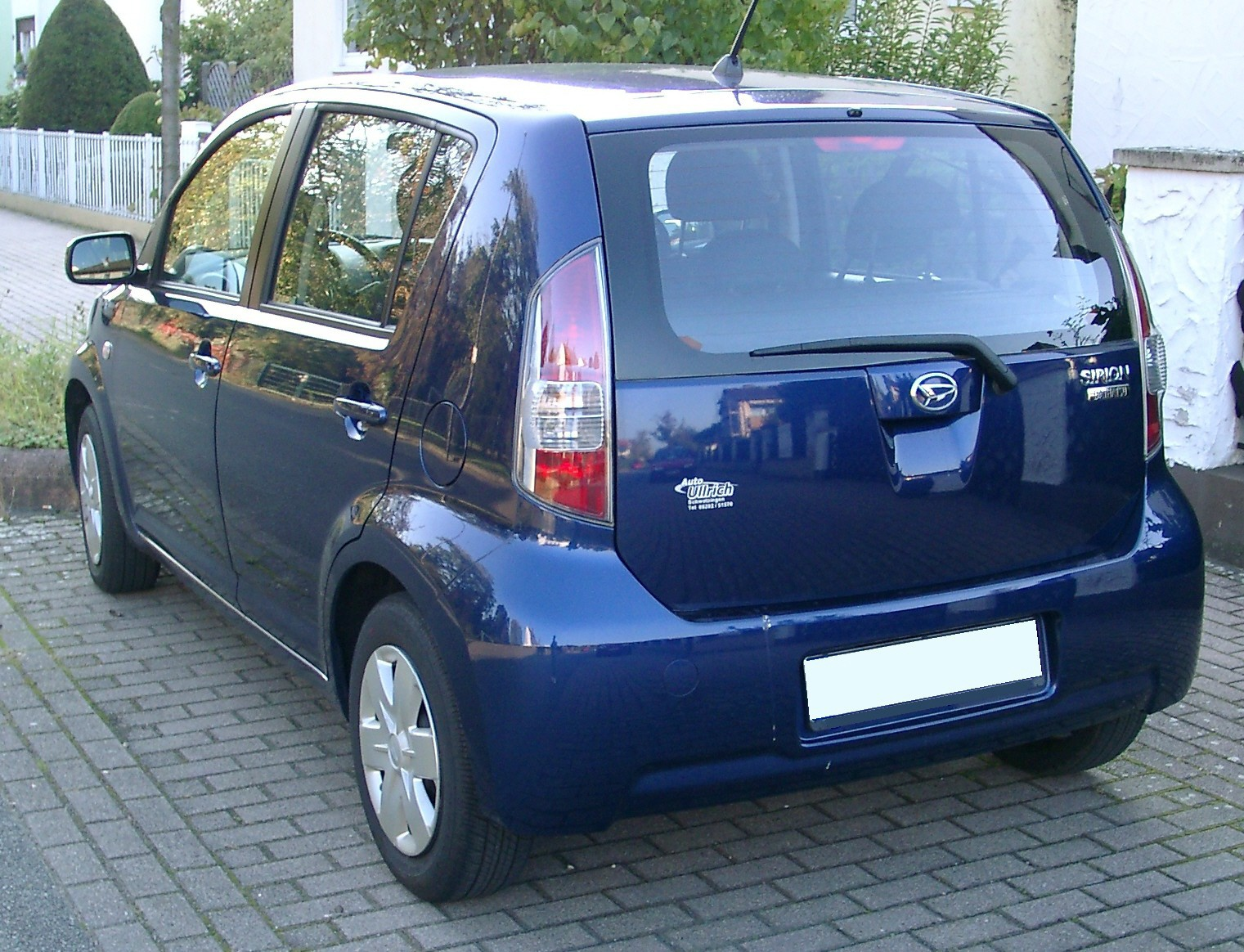 http://upload.wikimedia.org/wikipedia/commons/c/c2/Daihatsu_Sirion_rear_20071007.jpg